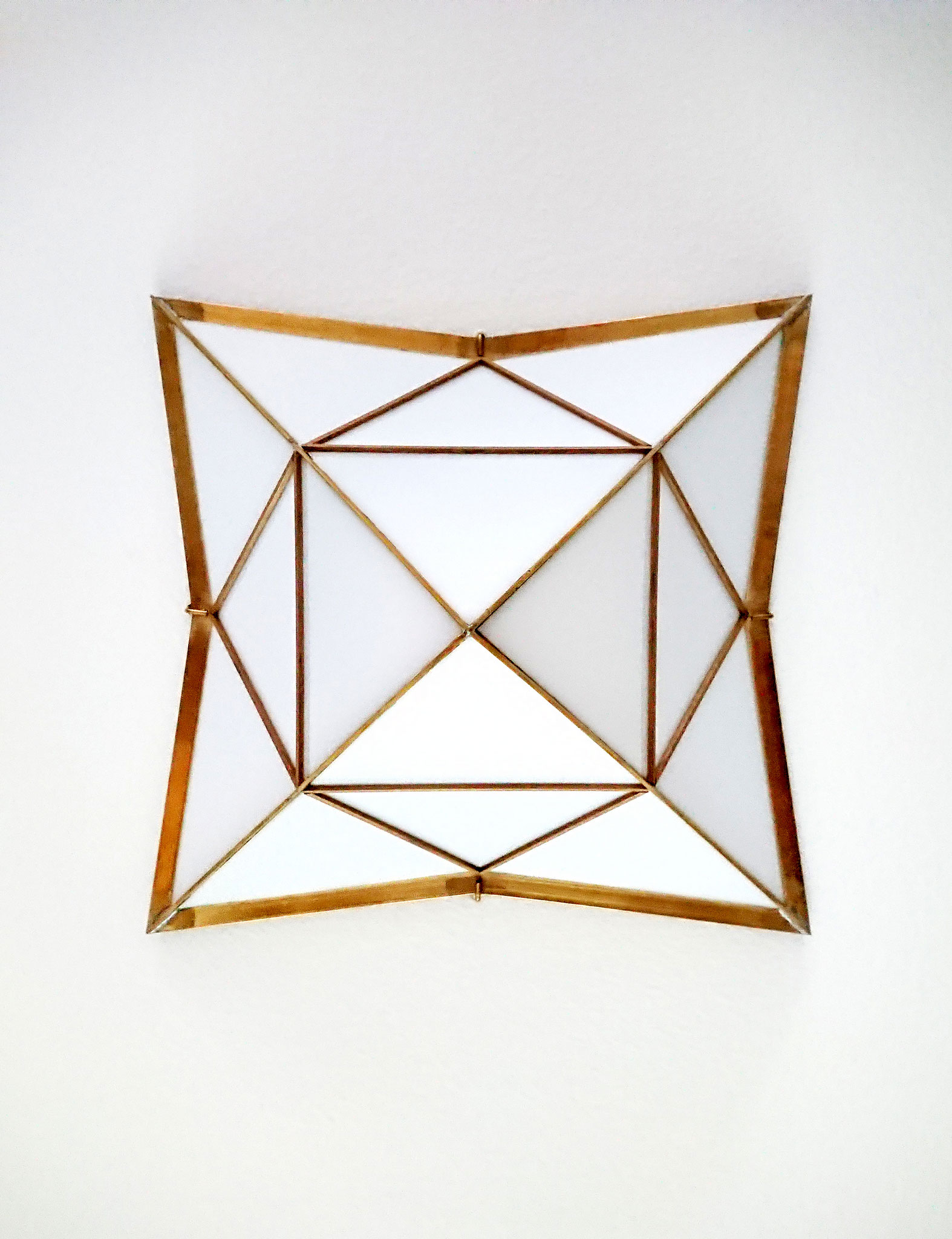 H.No.8 | 40 x 40 x 27 cm | brass, acrylic glass