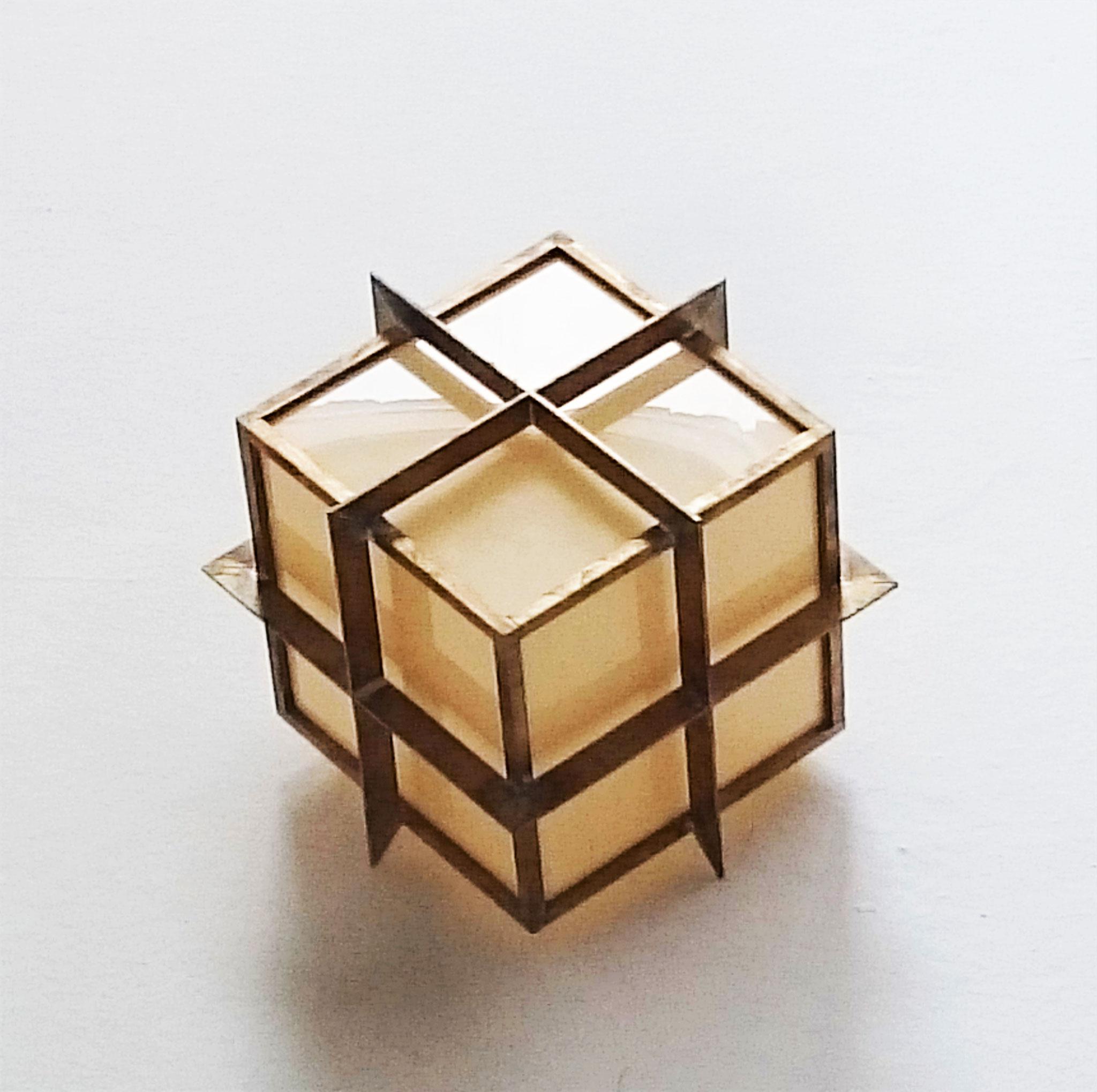 T.No.7 | 18,5 x 18,5x 18,5 cm | brass, acrylic glass