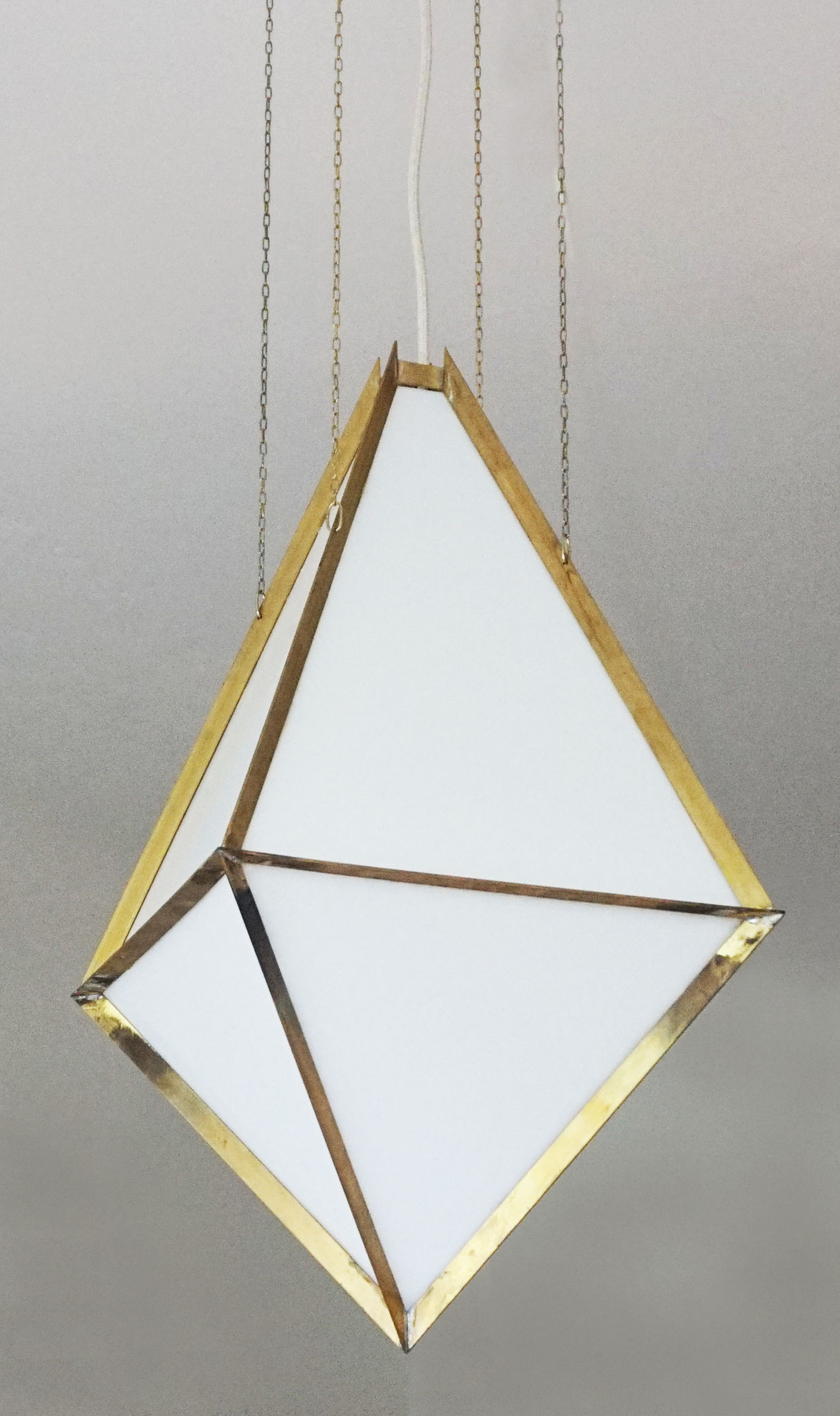 H.No.7 | 32 x 32 x 62 cm | brass, acrylic glass
