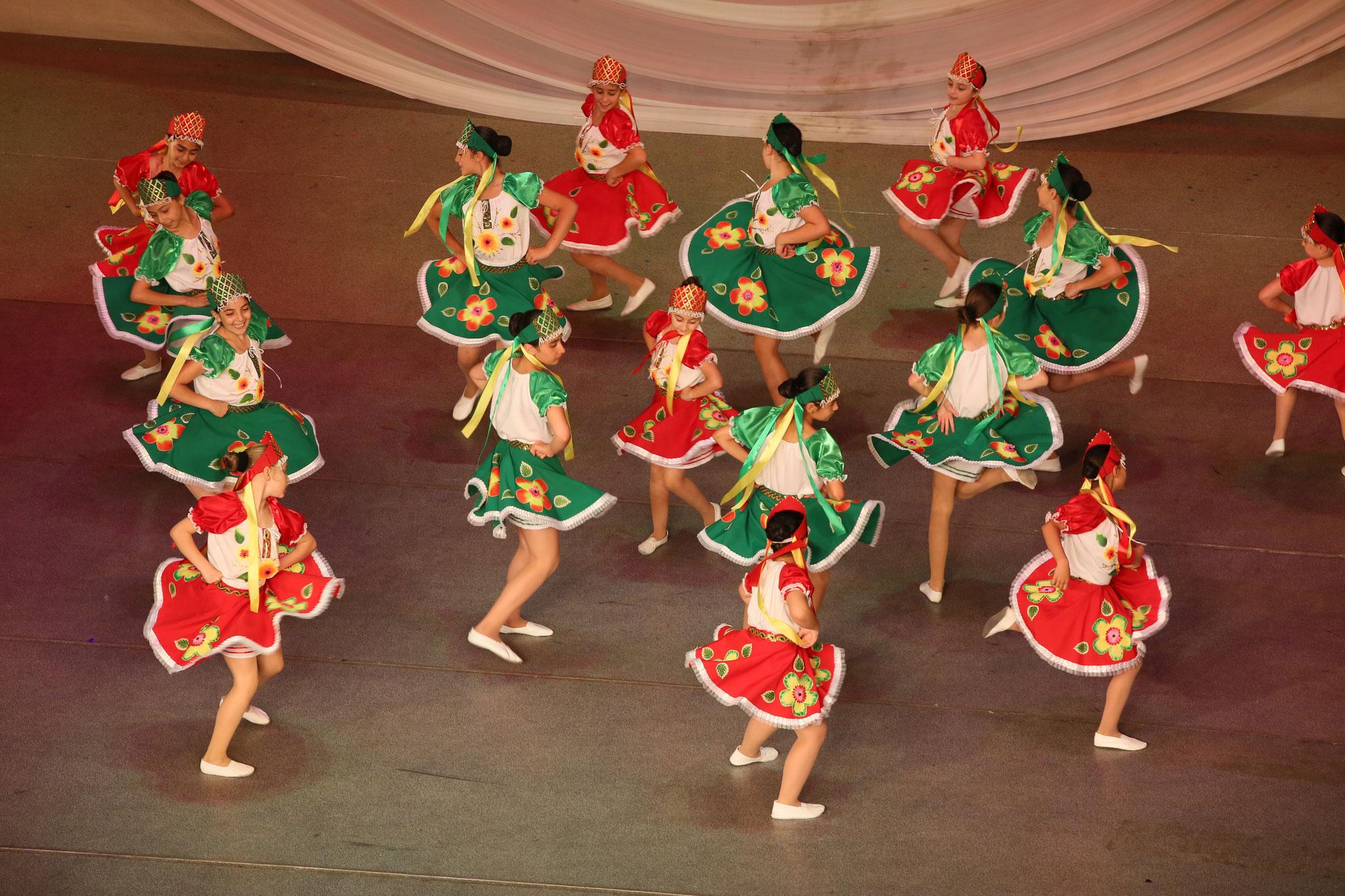 Traditionelle Tänze- Kinder