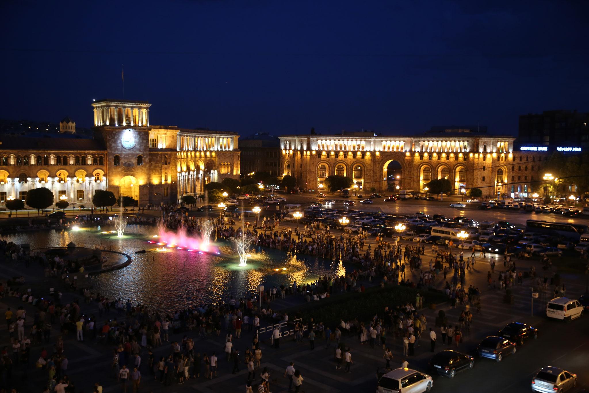 Platz der Republik bei Nacht