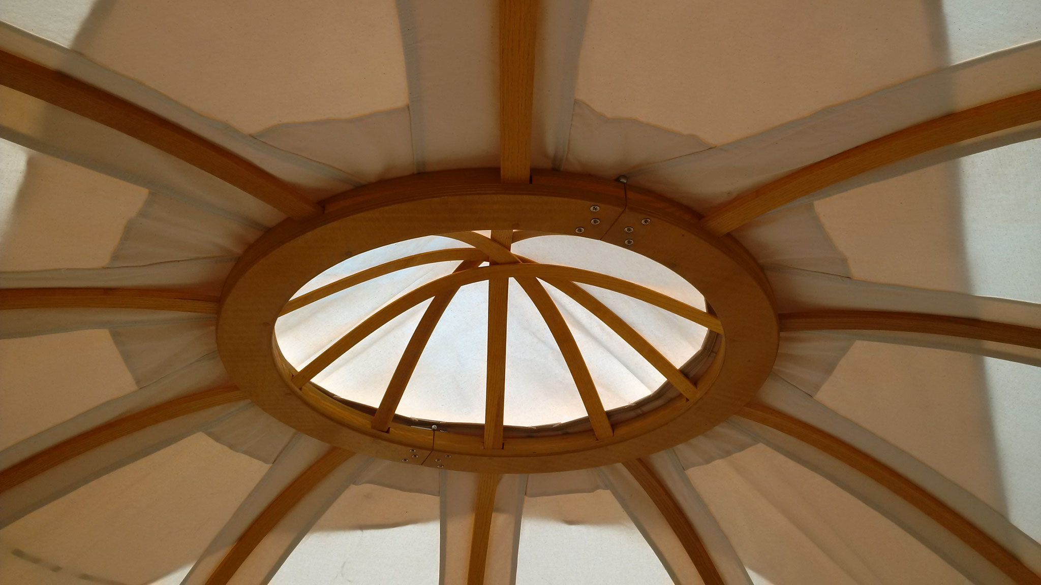 Die Kuppel kann geöffnet werden. Lüftung und Rauchabzug in einem