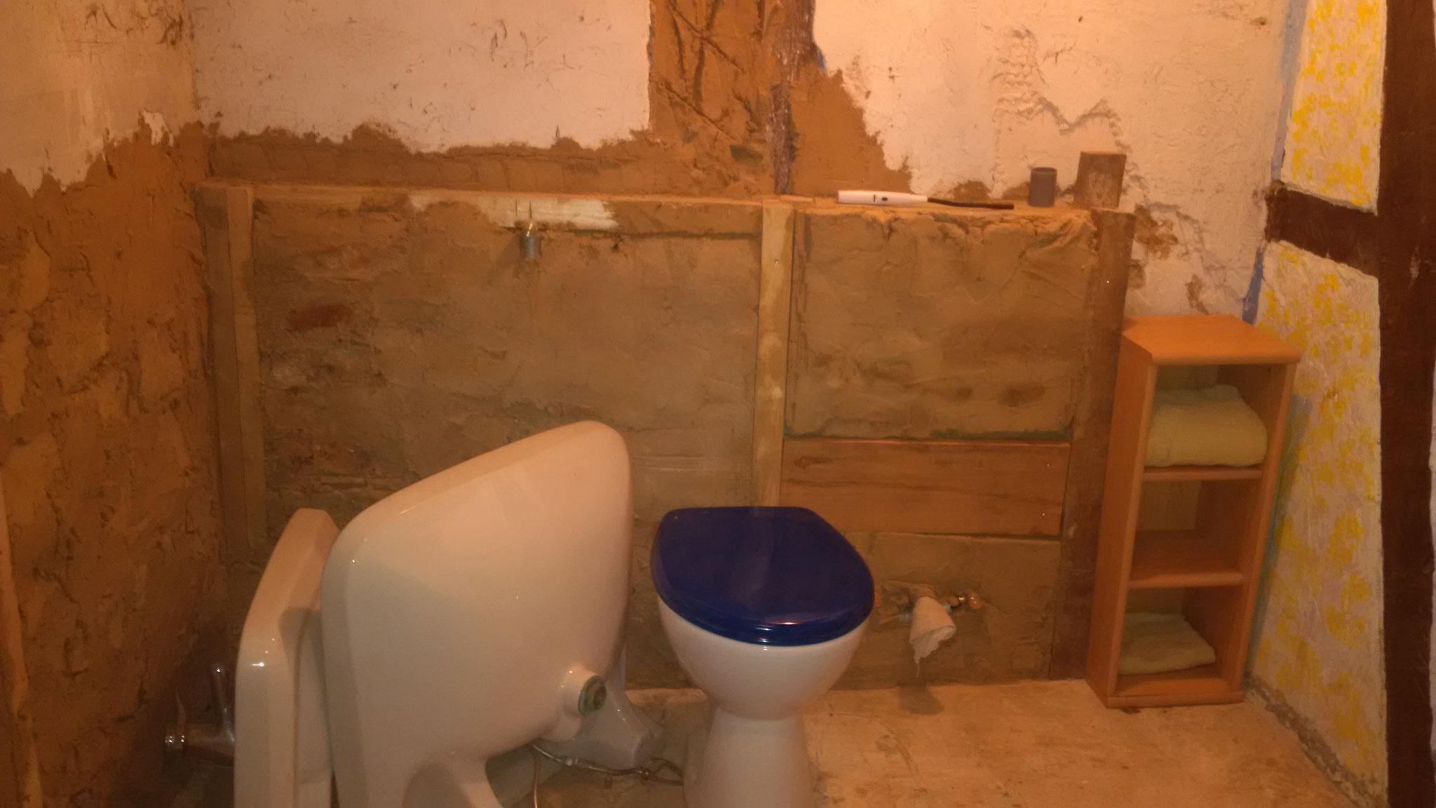 ...die wir gerbaucht geschenkt bekommen haben. Die Toilette steht auch schon da. Fehlt noch ein gebrauchtes Bidet...