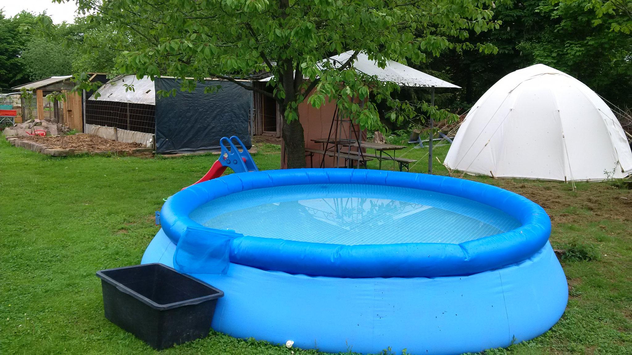 Endlich! Der Pool steht auch!