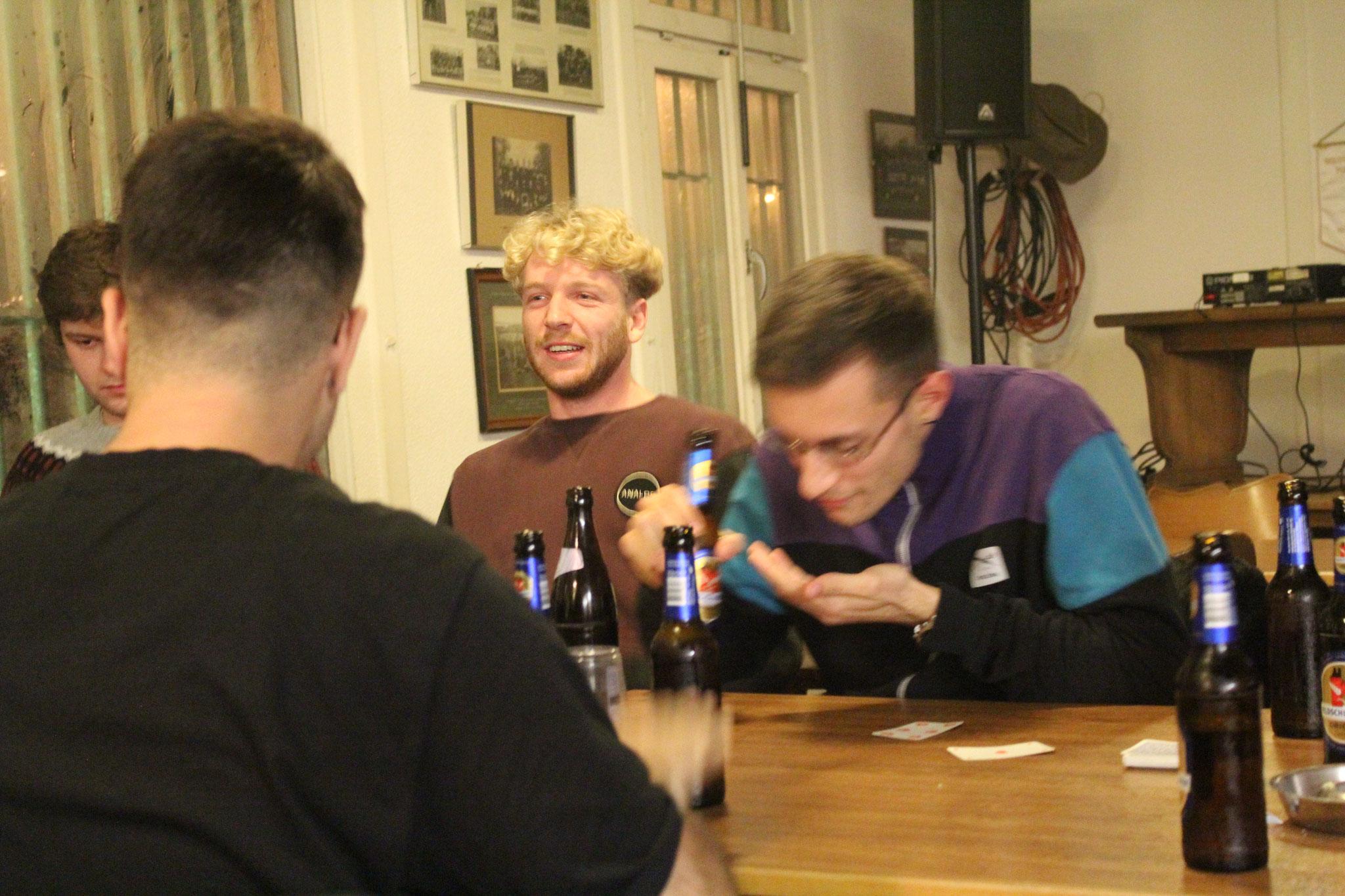 S'Zwöi im Anschluss noch beim Kartenspiel im Clubhaus