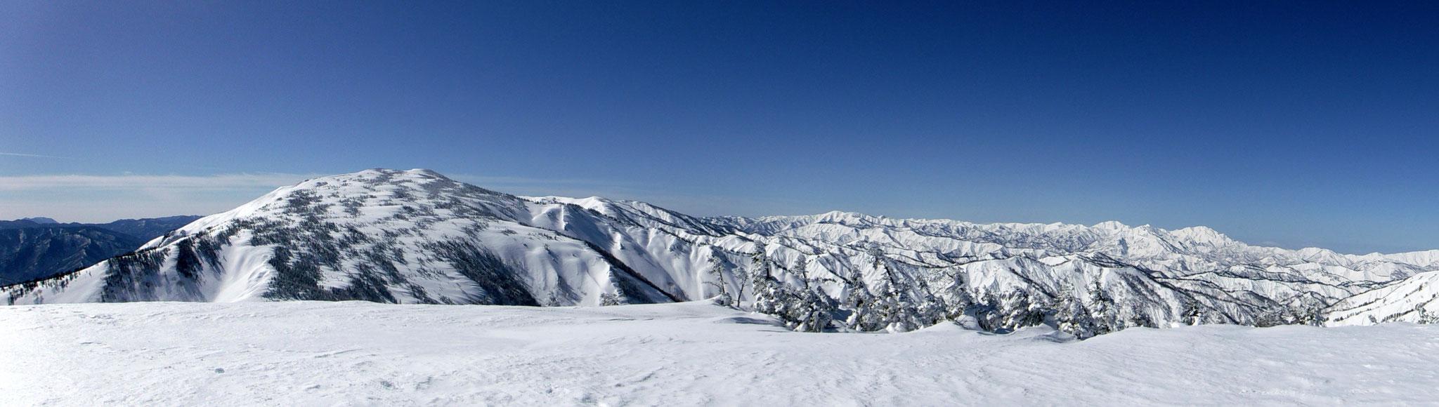 窓明山からのパノラマ