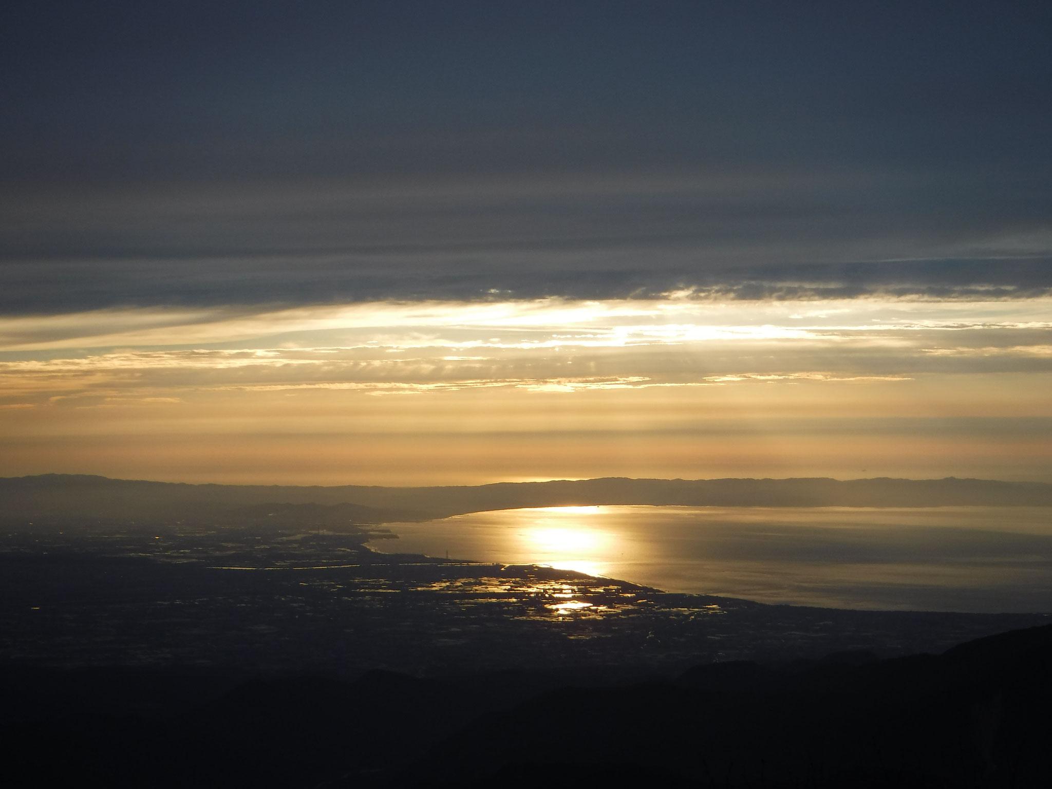 6/5 18:40 富山湾の反射がまぶしい