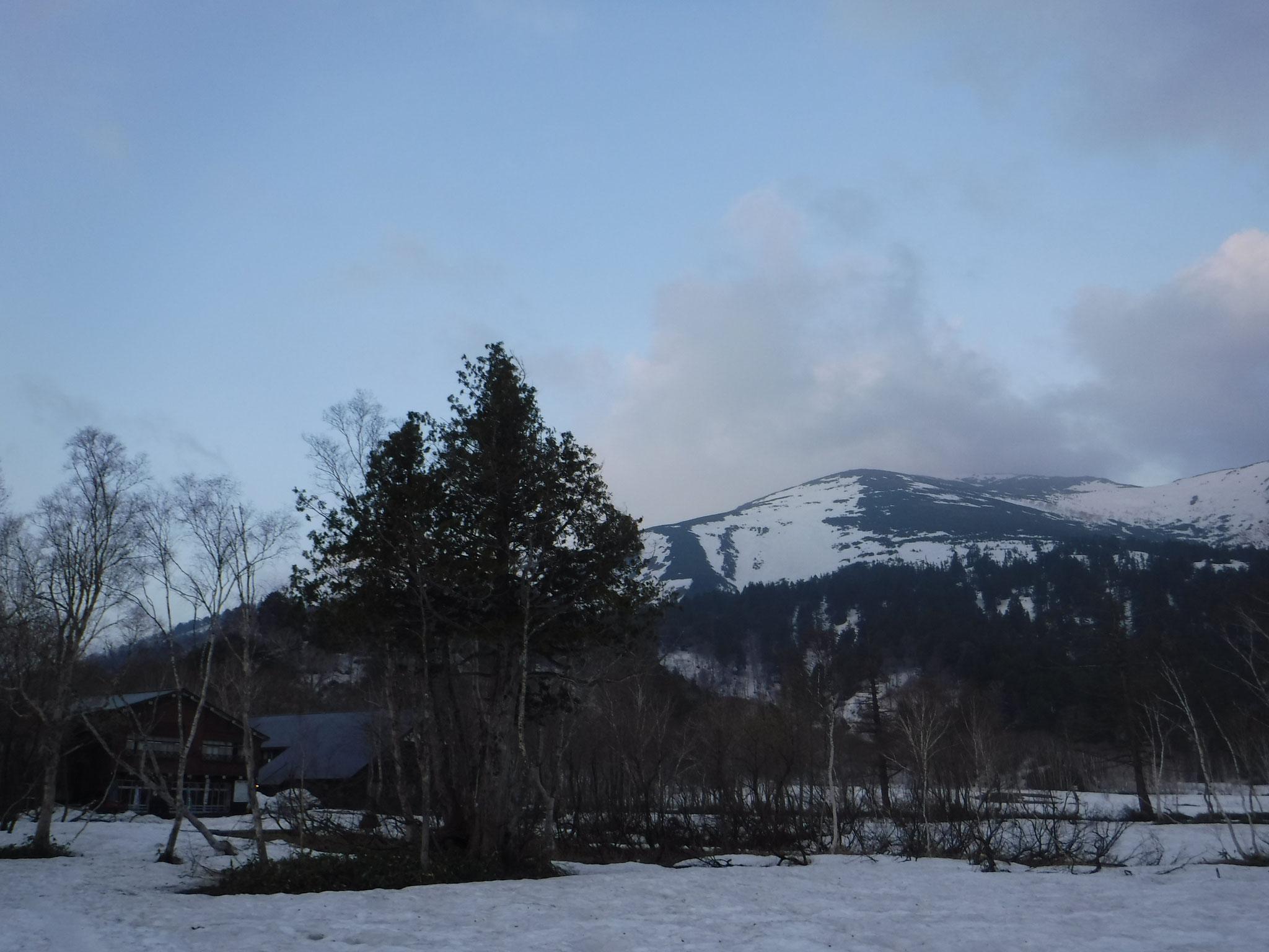 5/1 5:00 山ノ鼻から至仏山