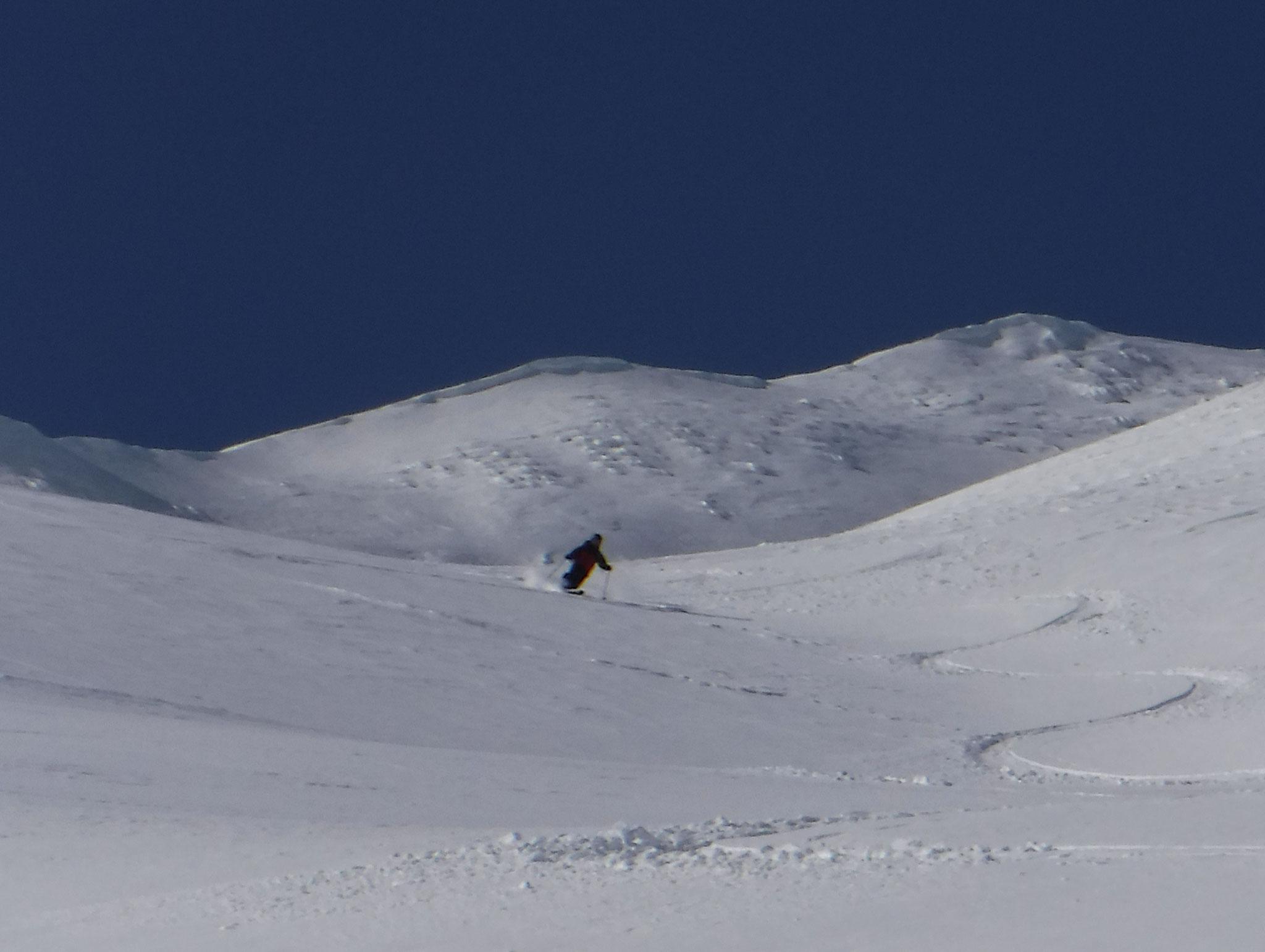 9:50 1700m付近 沢芯は極上の新雪が溜まっていた