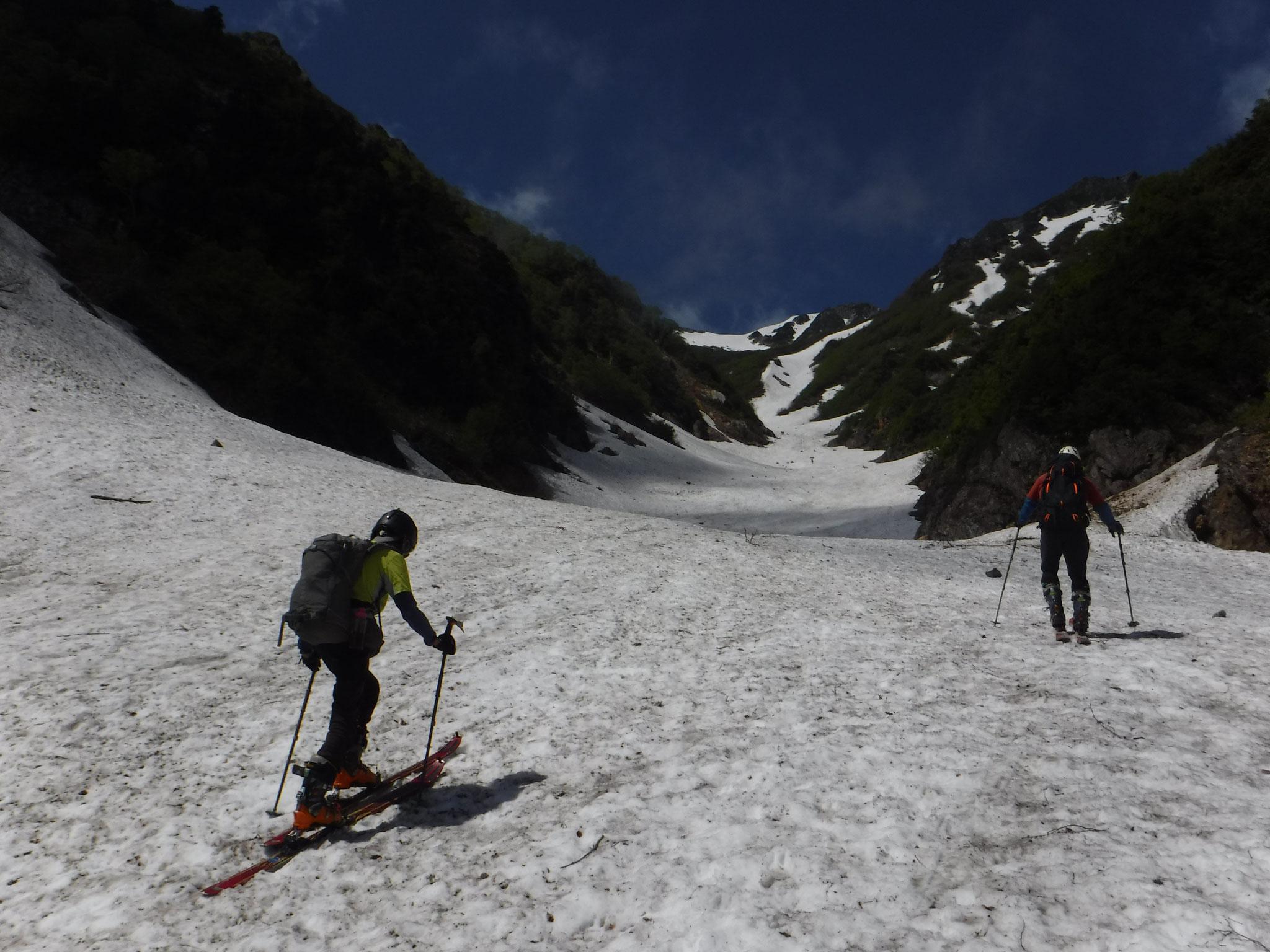 9:20 標高1800m付近、雪渓下部の登り