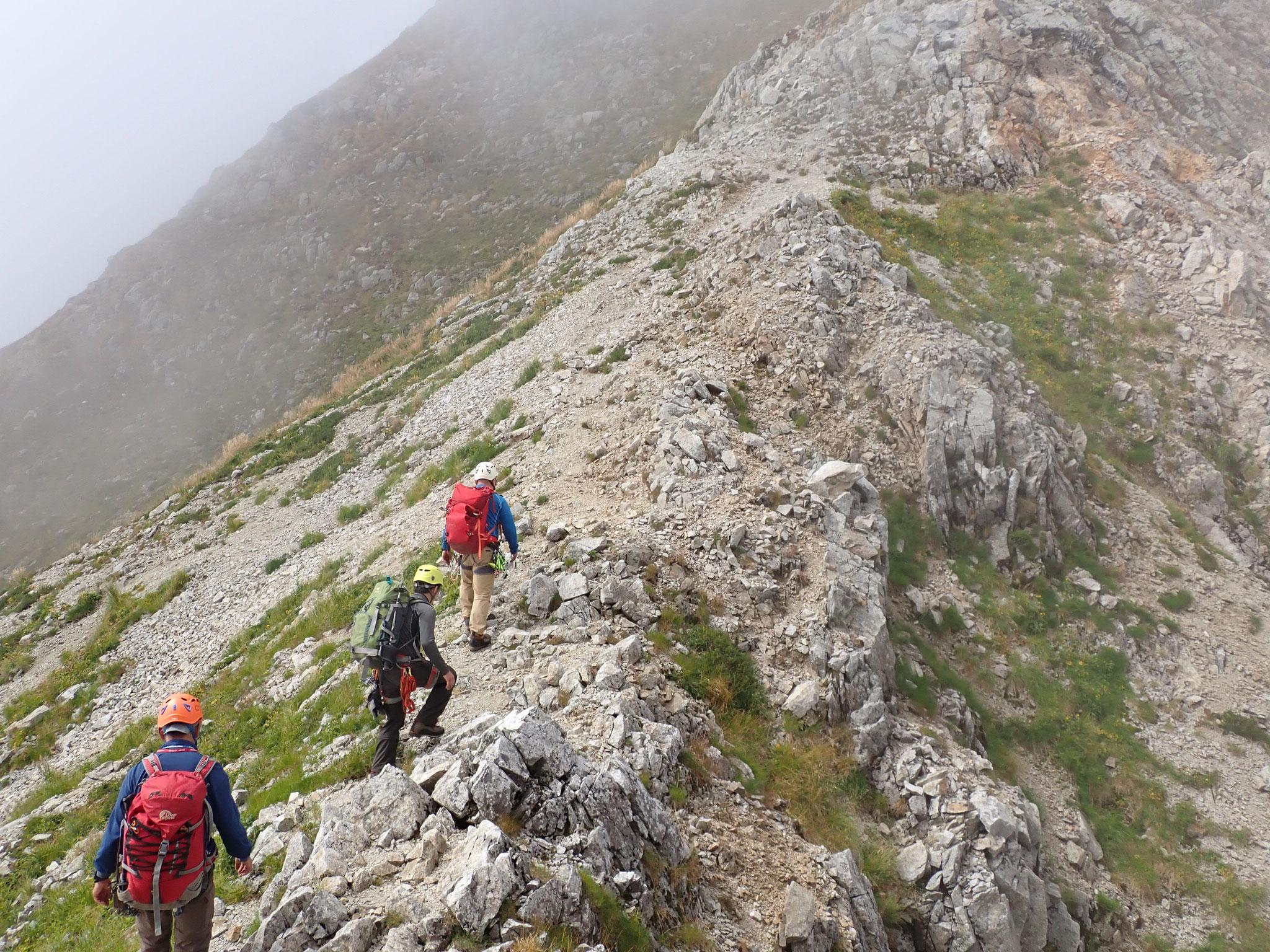 9/24 12:10 剣山頂へは、簡単な登り