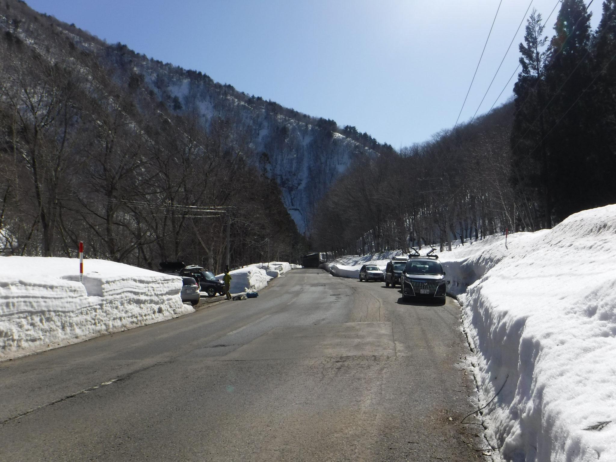13:35 三岩岳登山口
