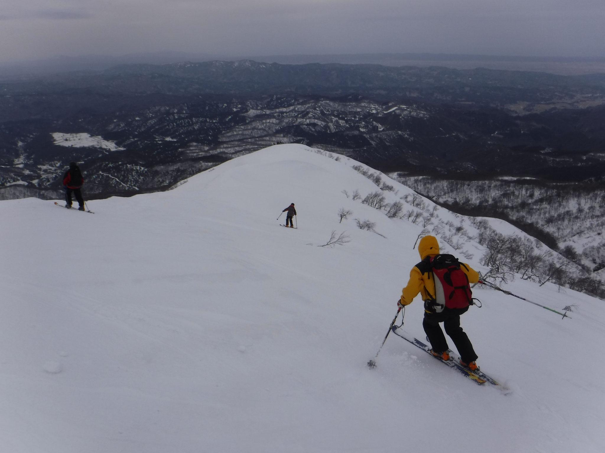 大岳からの滑降、下部は雪が重くなっていた