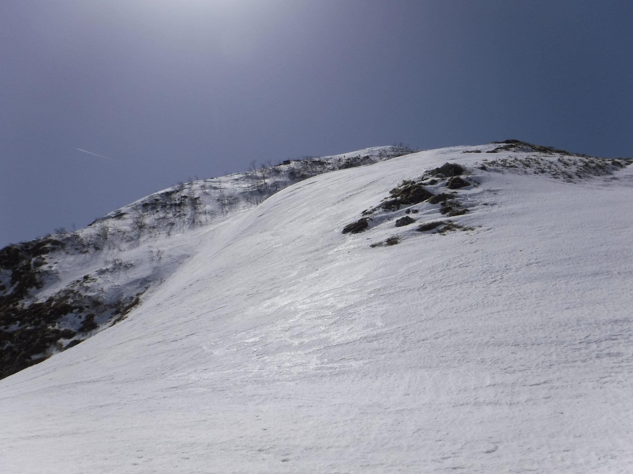 笹平より山頂への斜面