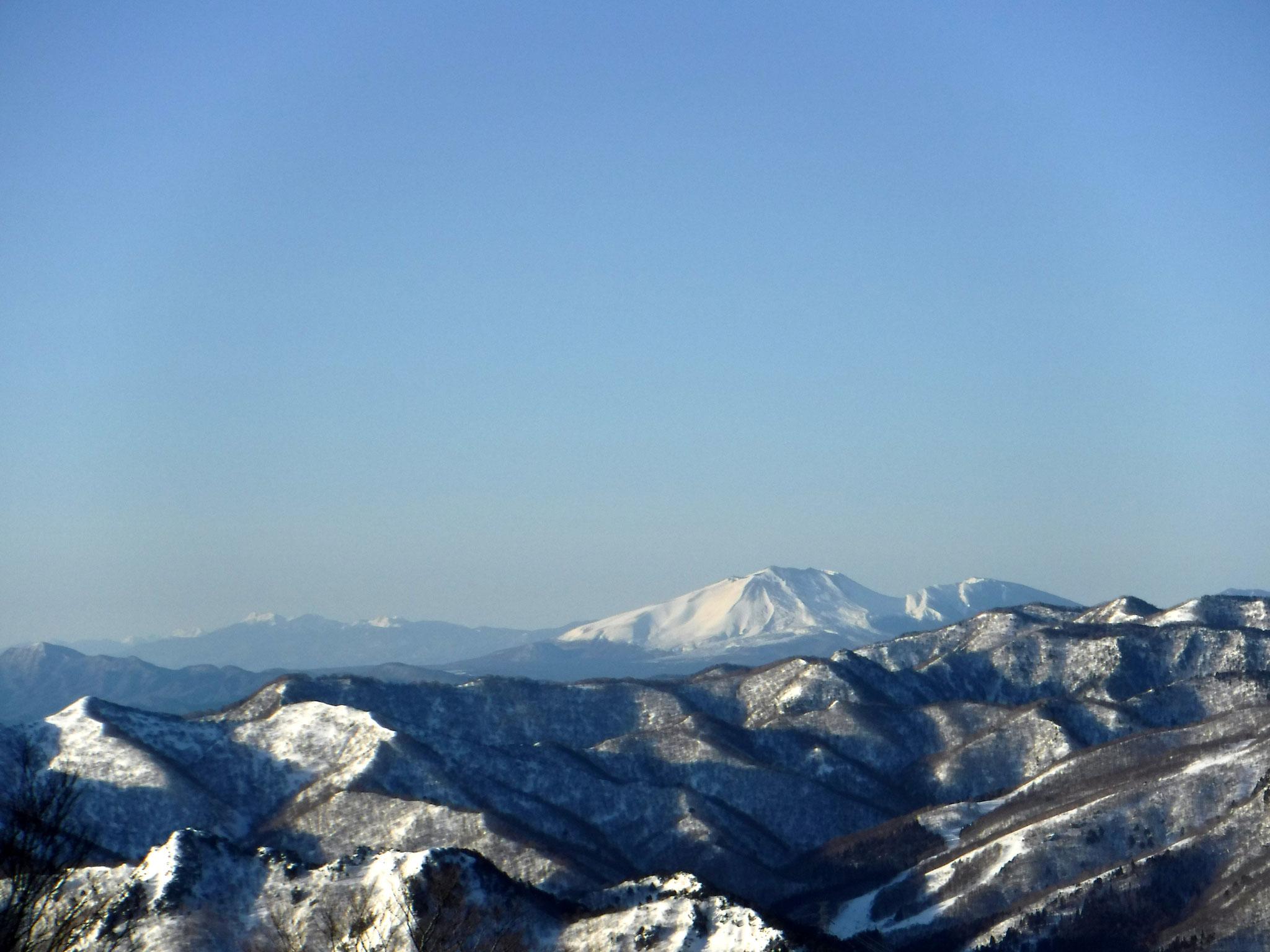 7:00 1600m付近より、先週登った浅間山