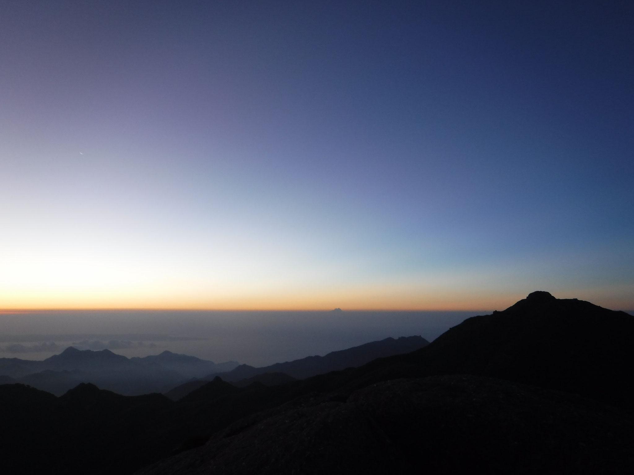 5:00 永田岳山頂より宮之浦岳