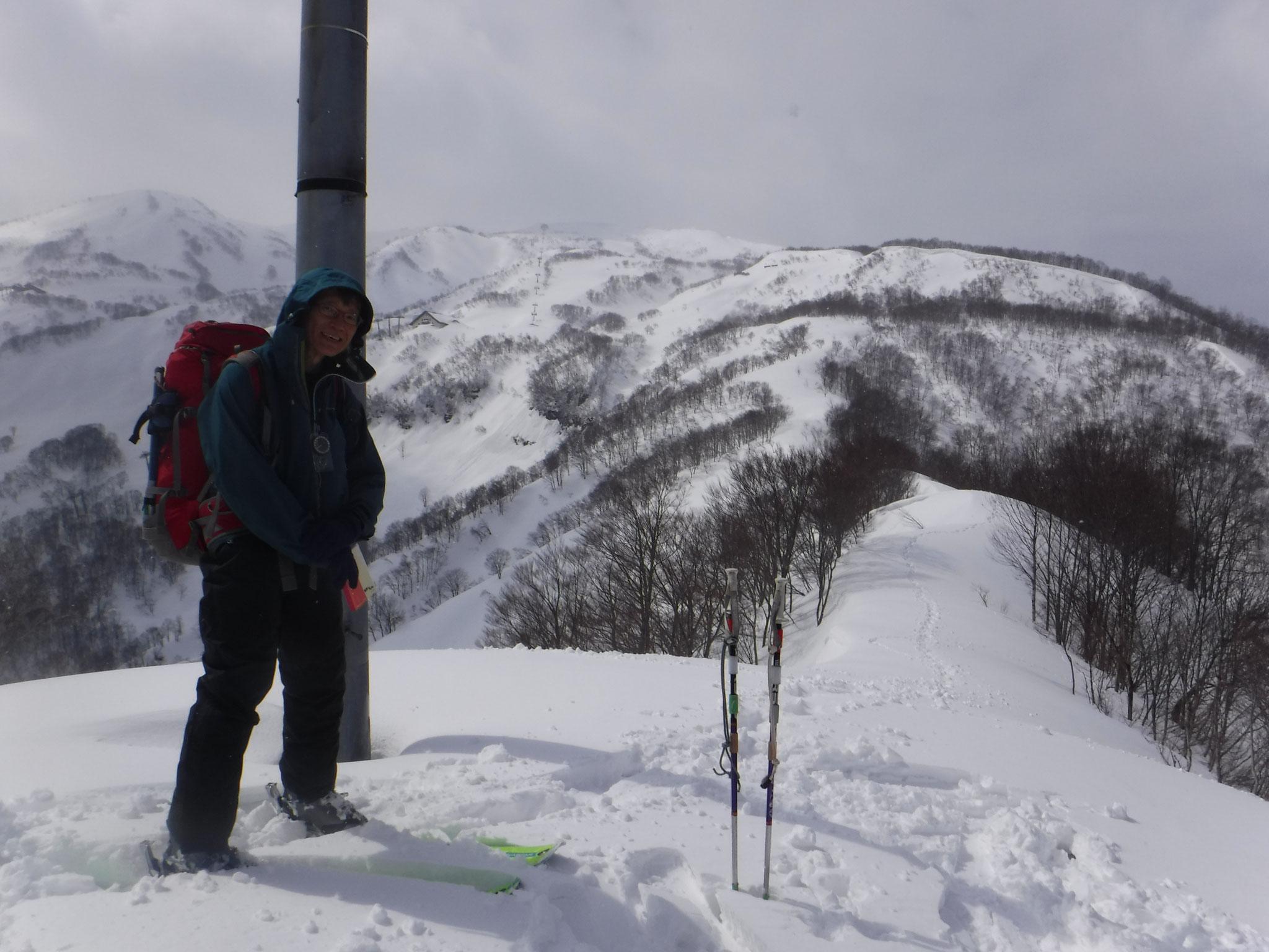 要山 828m、大毛無山はまだ遠い 12:10