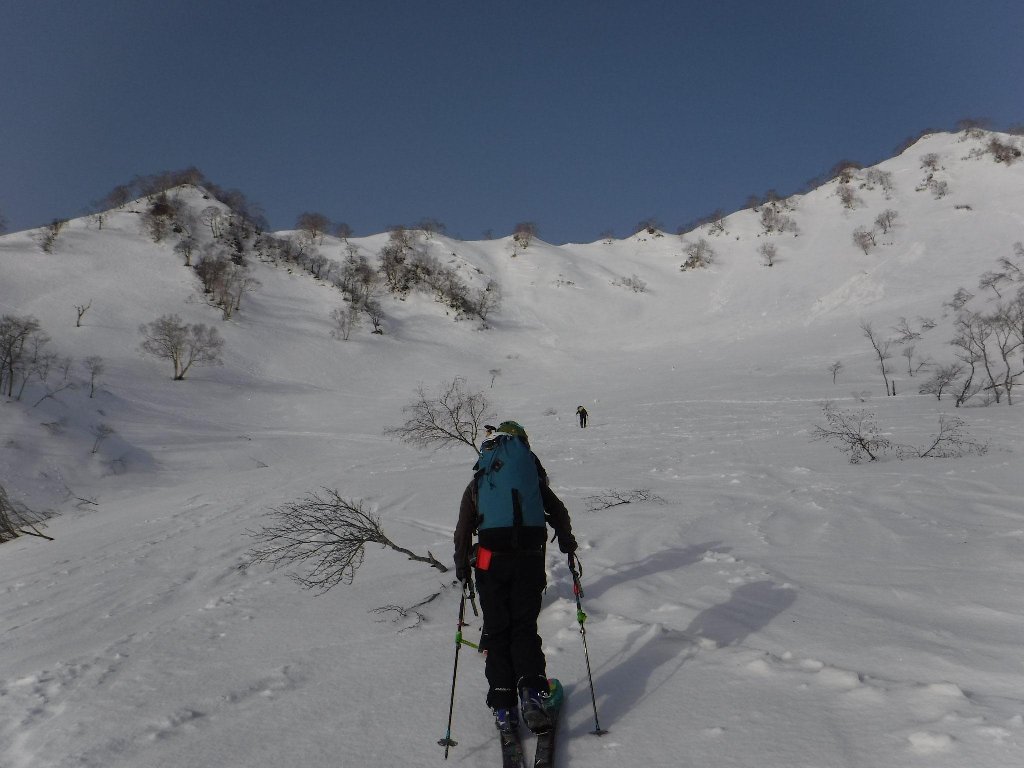 猿倉台地から、小日向のコルに向けて登る、雪は安定していた