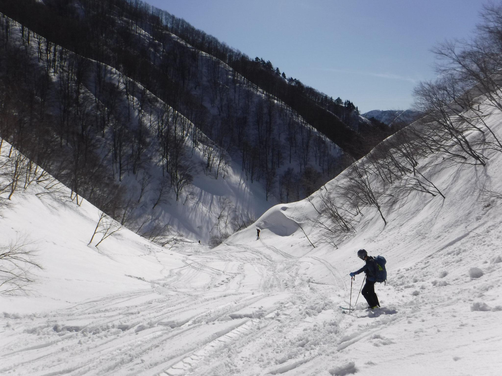 下部は雪が重くて滑り難い