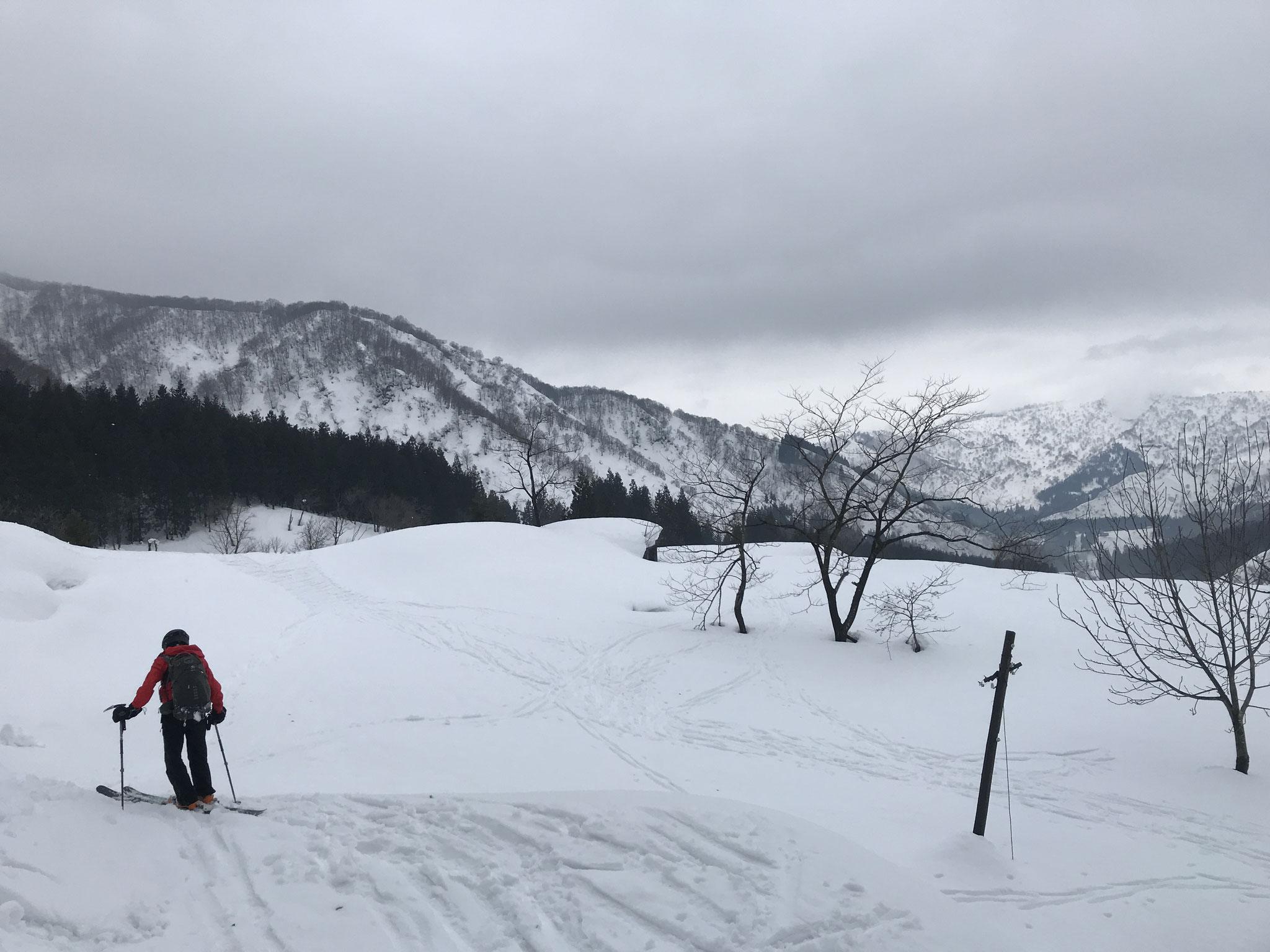 下部は雪が緩み、楽しい滑り