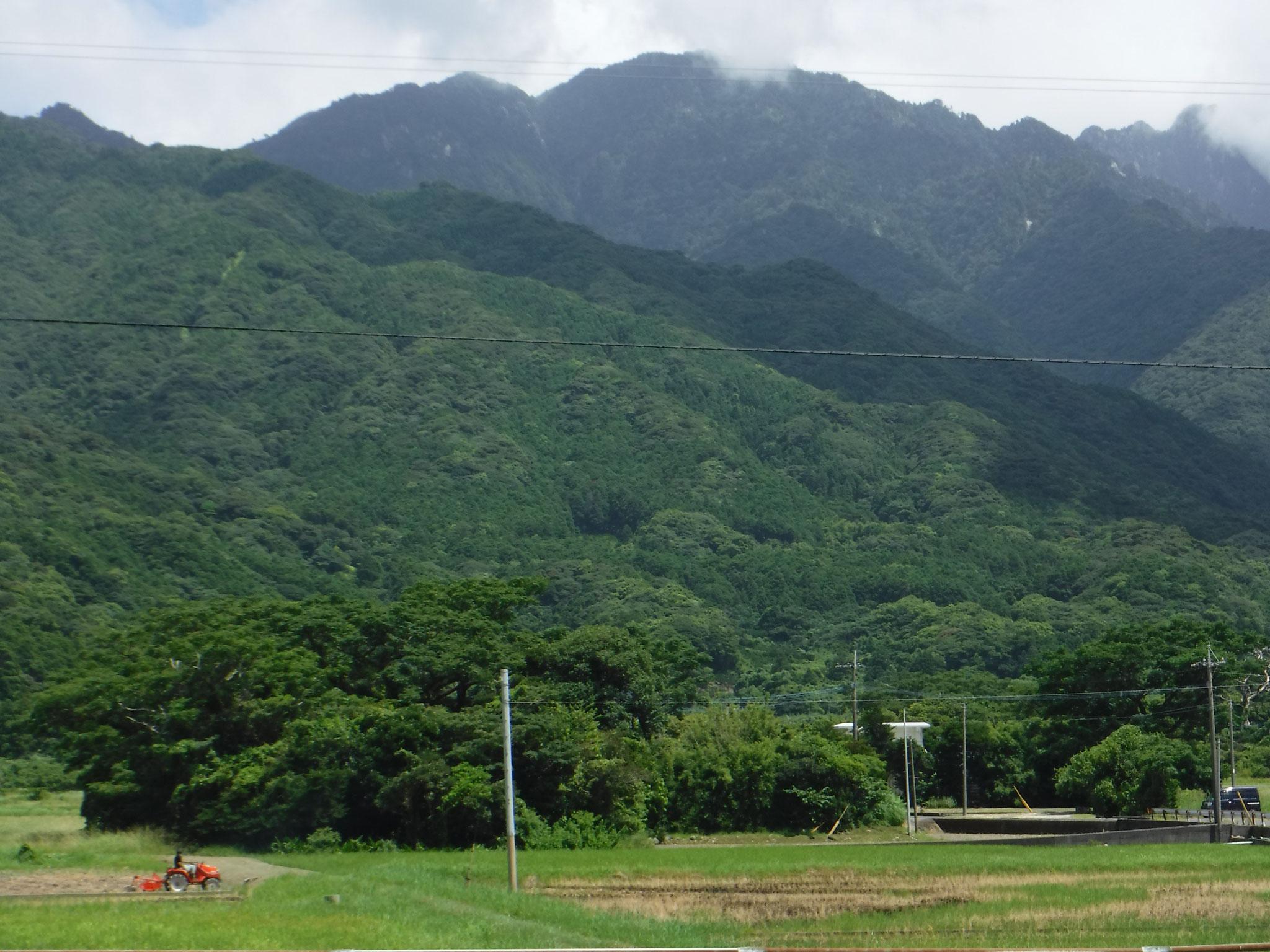 永田集落から望む、永田岳方面