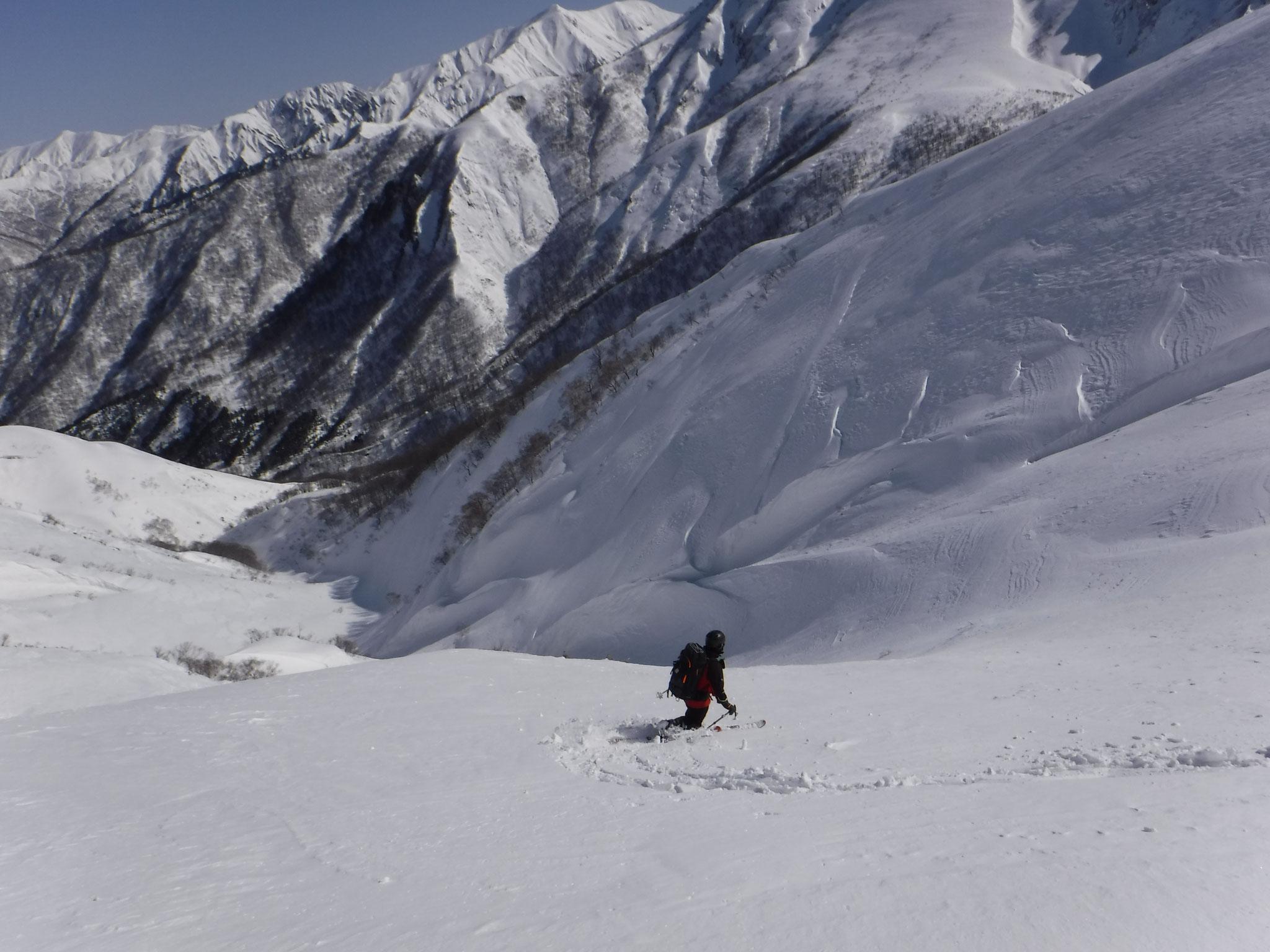 9:50 山頂から毛渡沢までは標高差1000mの快適な斜面