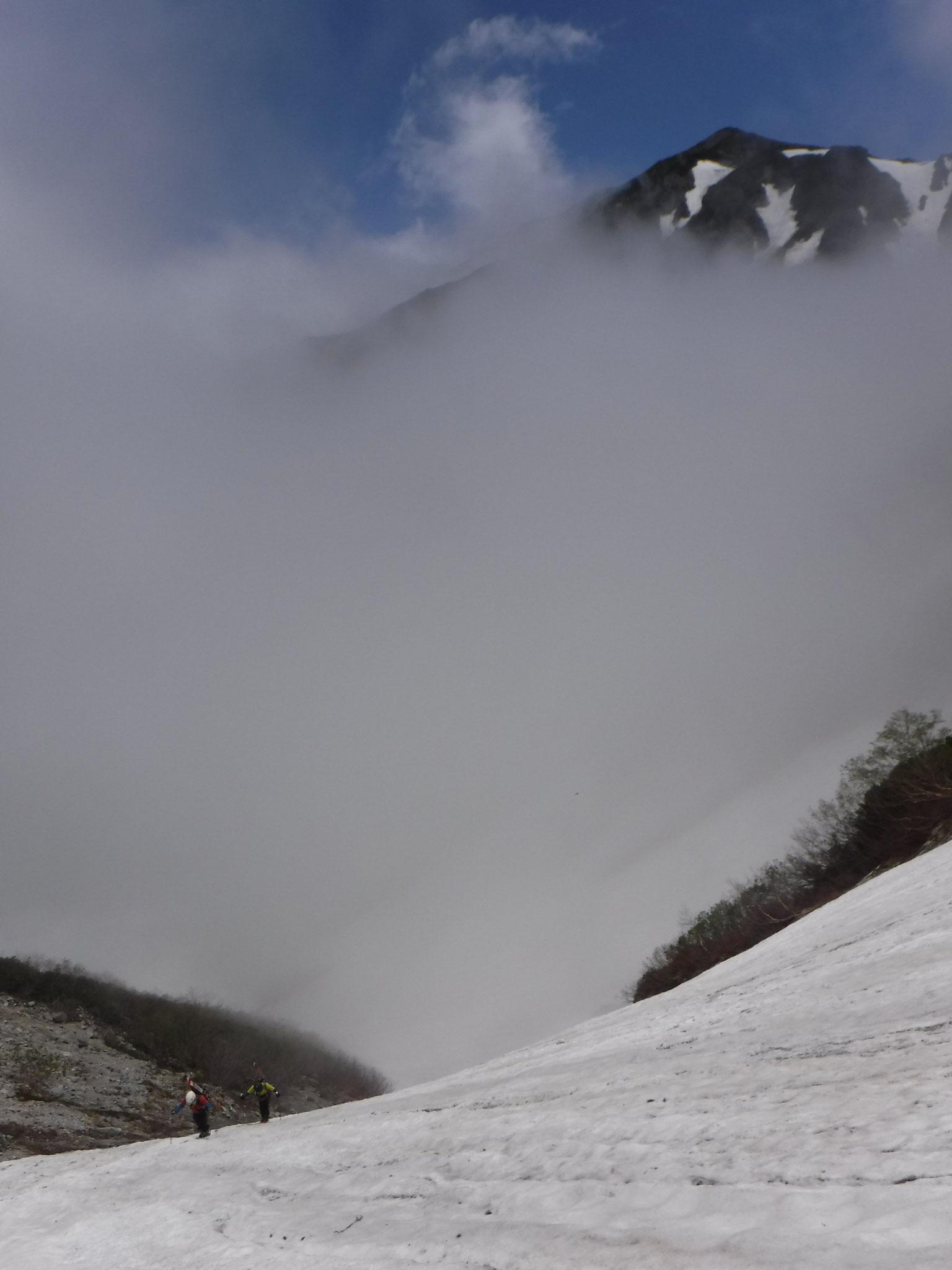 11:20 標高2400m付近、蓮華岳を背に