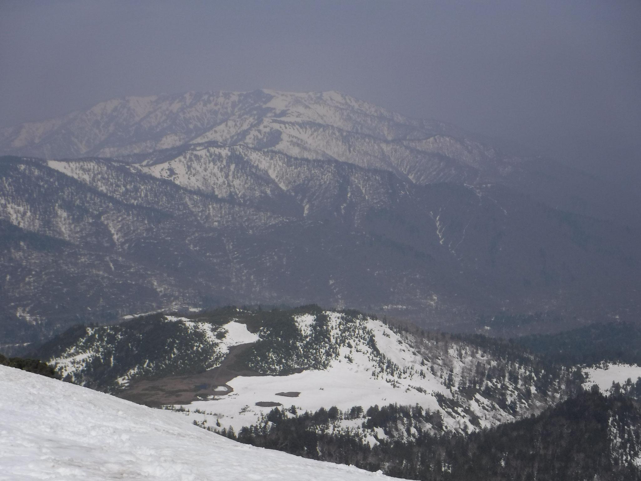 12:25 燧ケ岳山頂北側より、熊沢田代、御池方面