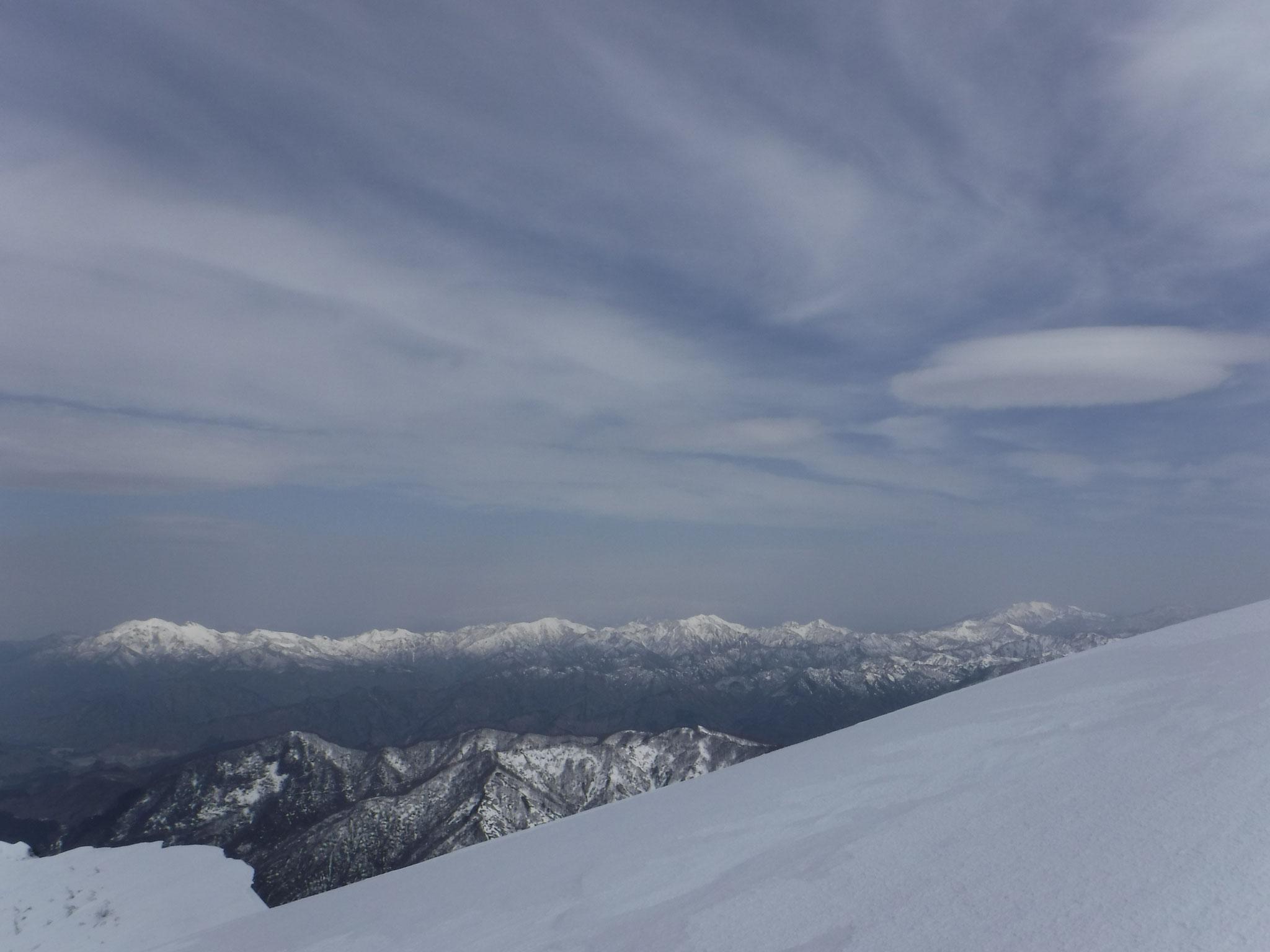 粟ケ岳、標高1293mとは思えない白さ、来年行こう!!