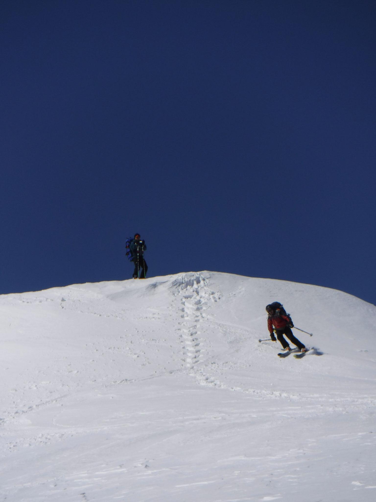 10:50 窓明山から新雪の東面斜面へ A部