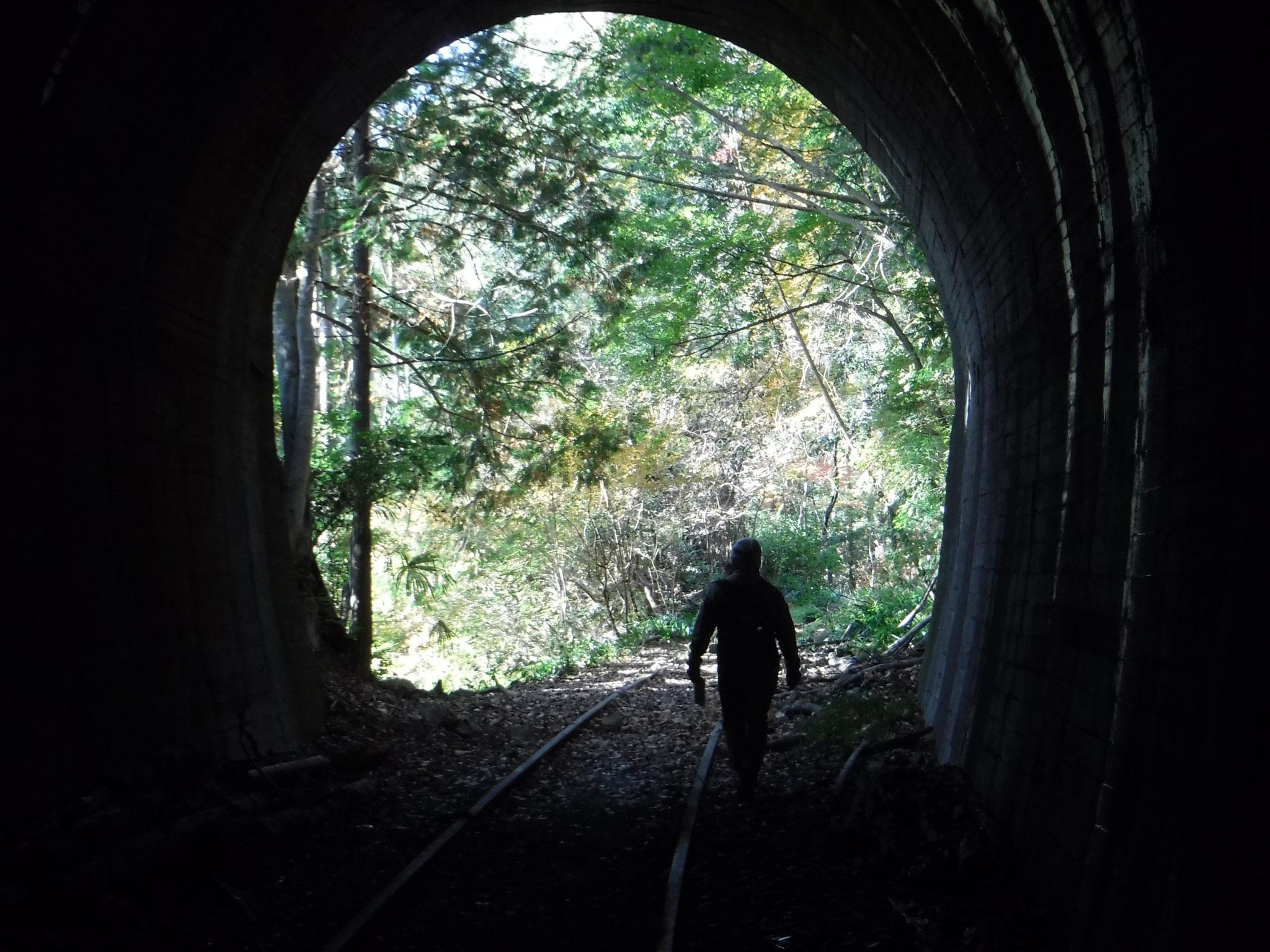 8:15 むかし道に入って、間もなく現れる、旧トンネル