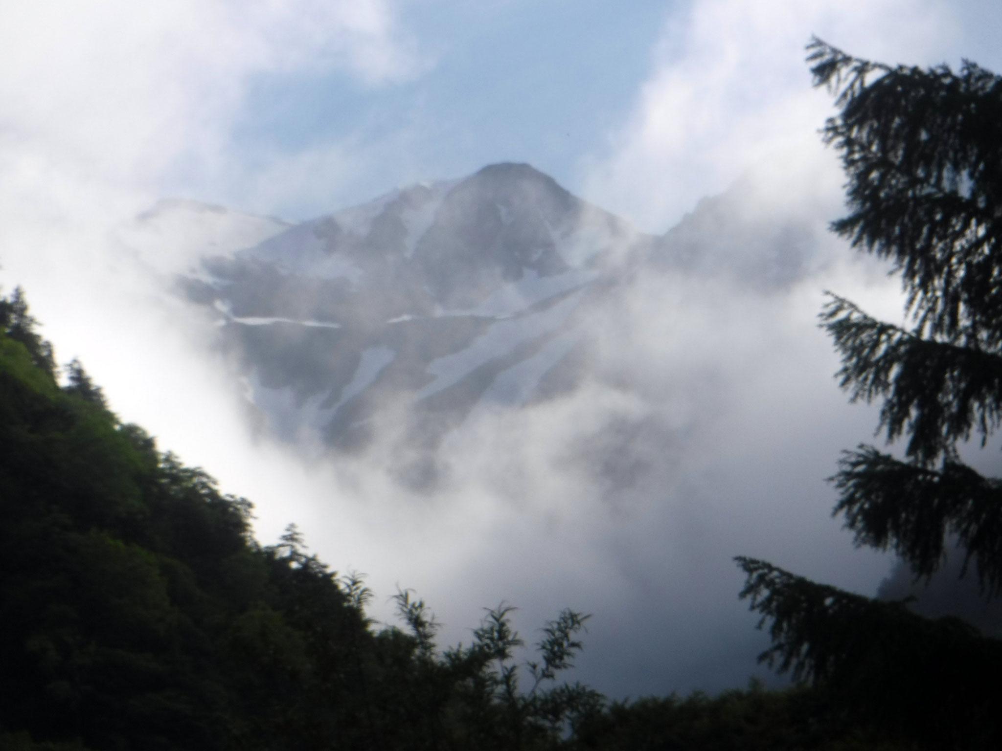 16:30 扇沢付近より、針ノ木岳
