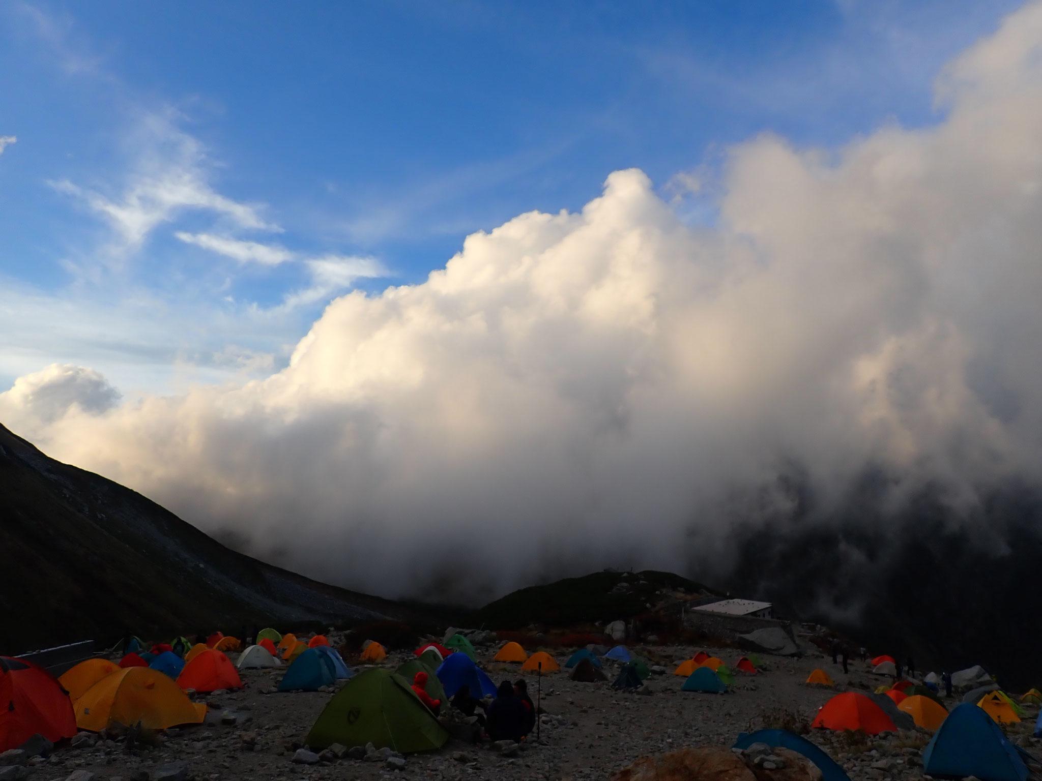 9/23 17:20 激しい雲の流れに包まれる剣岳