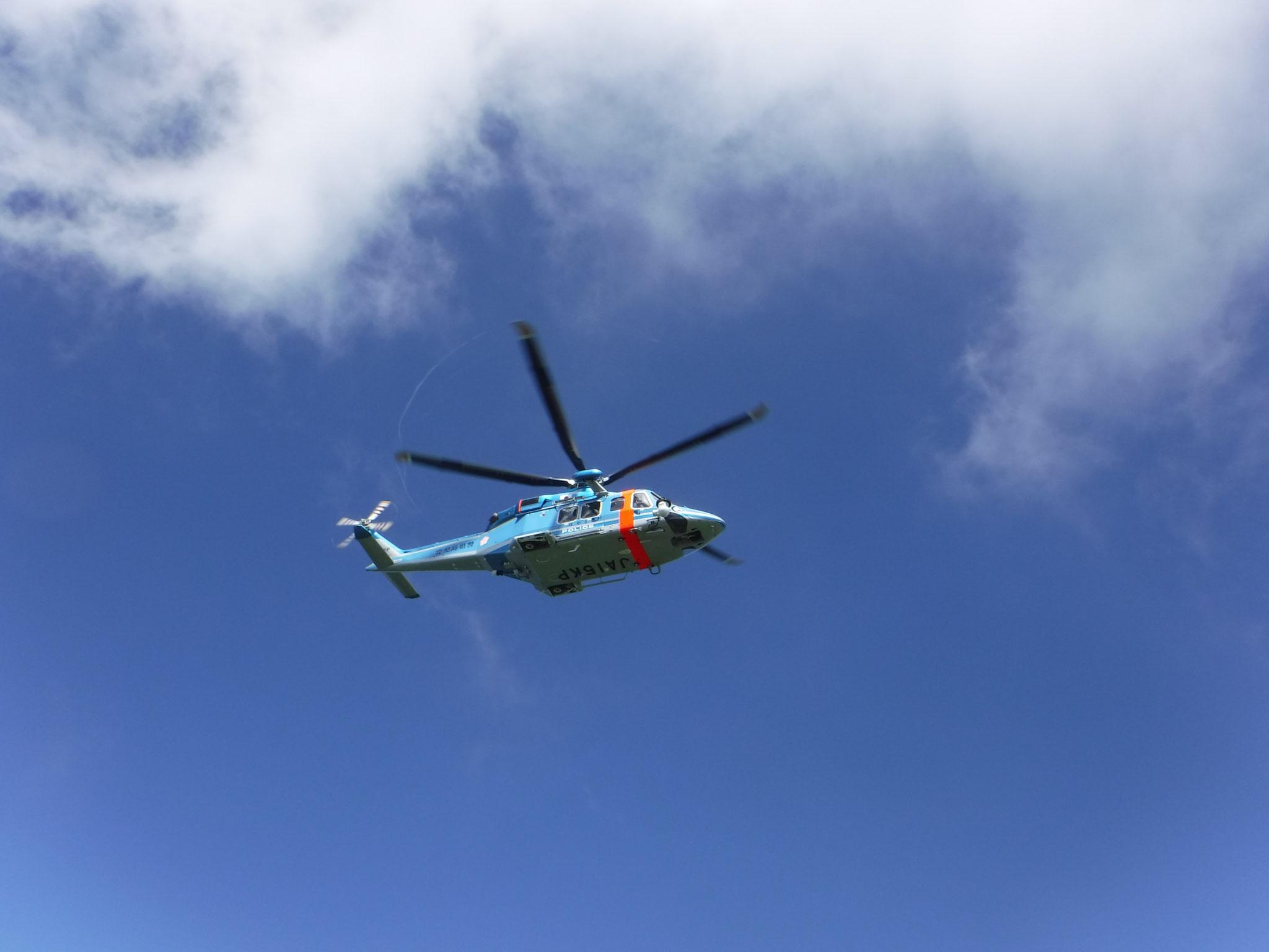 遭難者を救助した県警ヘリ