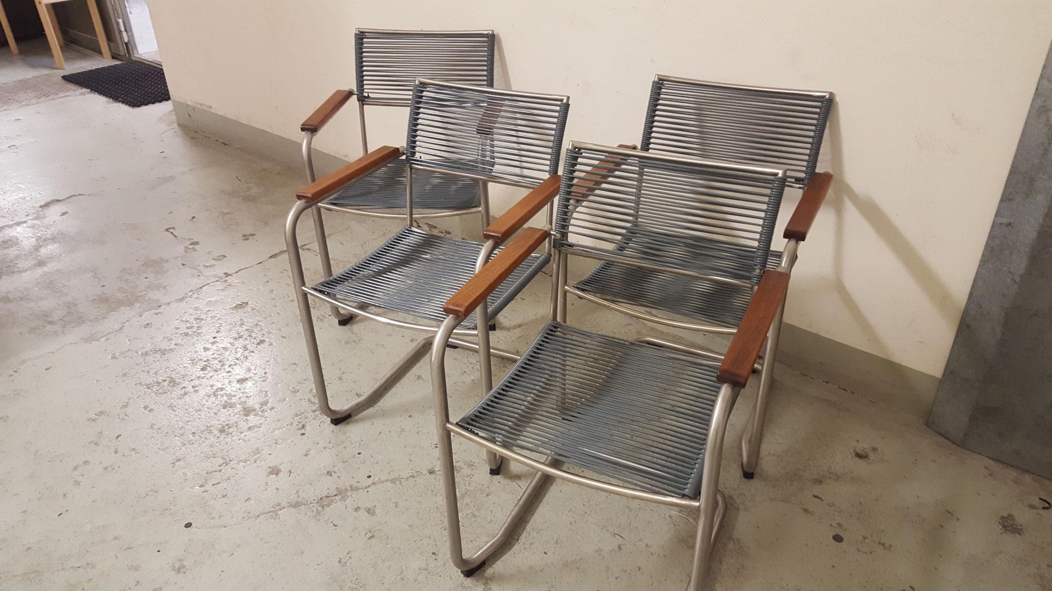 Neu bespannte Stühle