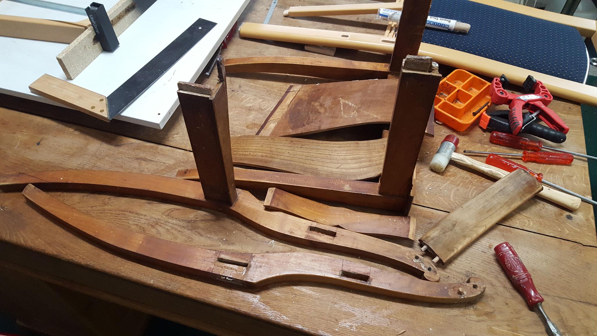 Holzstuhl zerlegt um neu zu verleimen