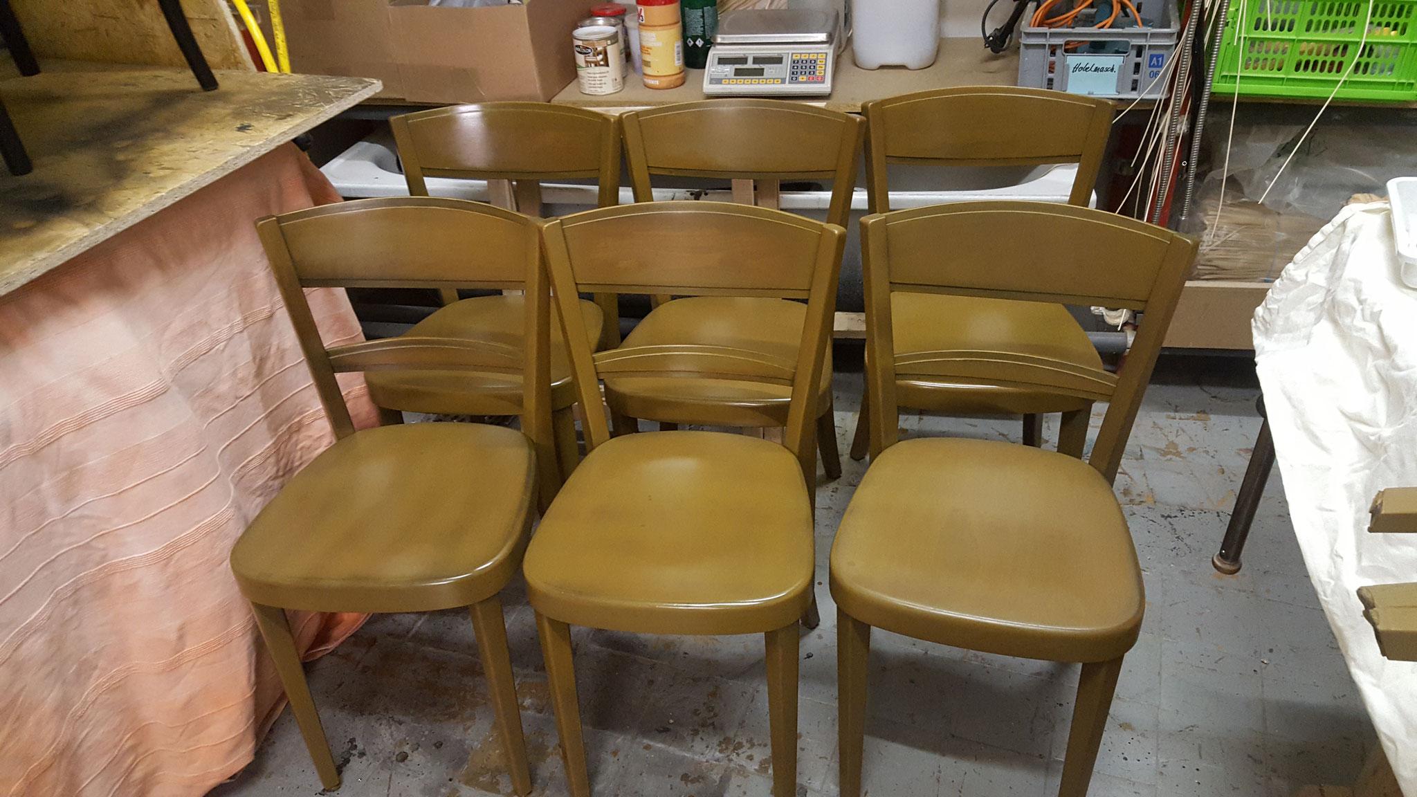 Stühle neu lackiert