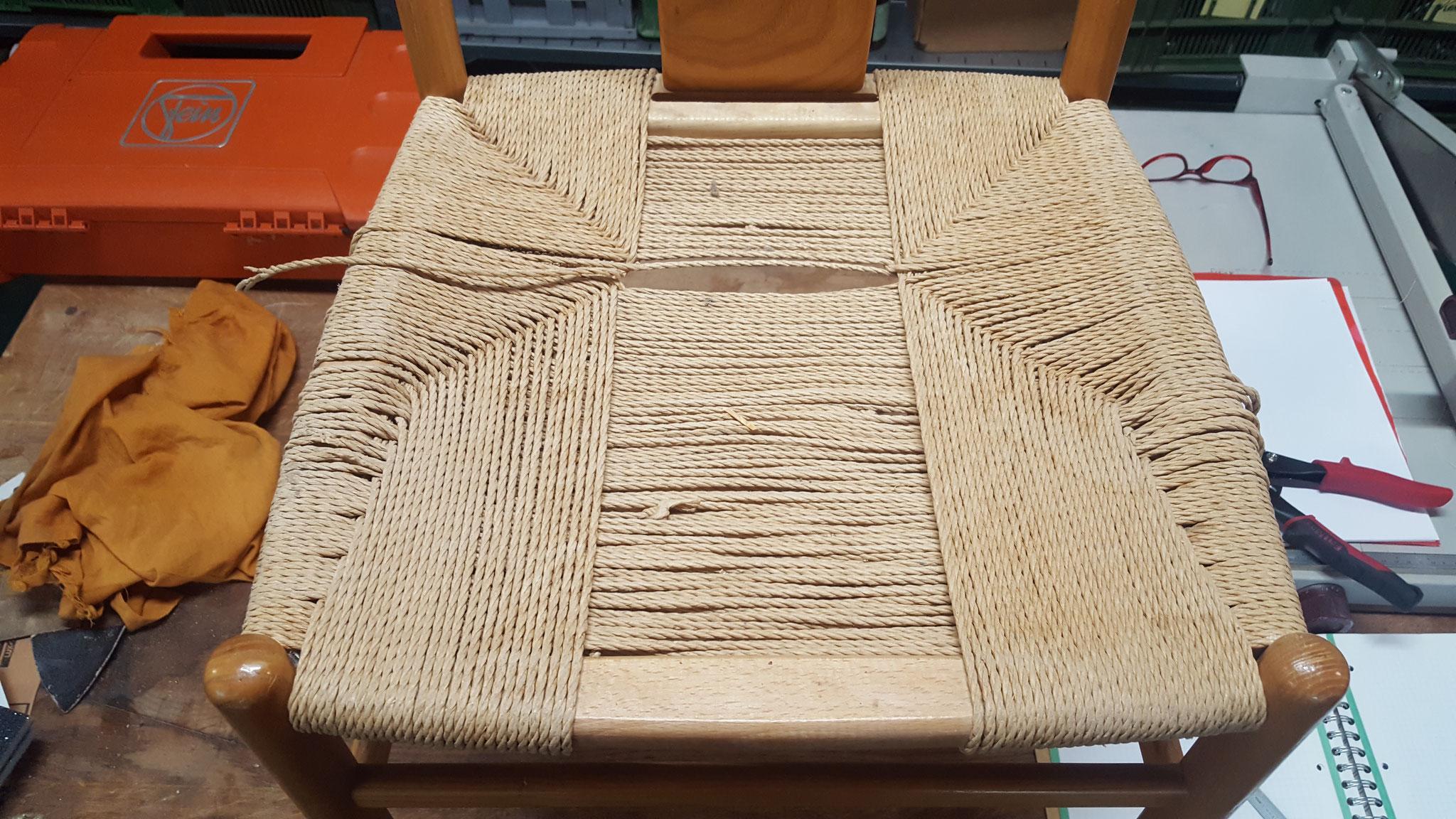 In verschiedenen Flechtphasen entsteht die ganze Sitzfläche