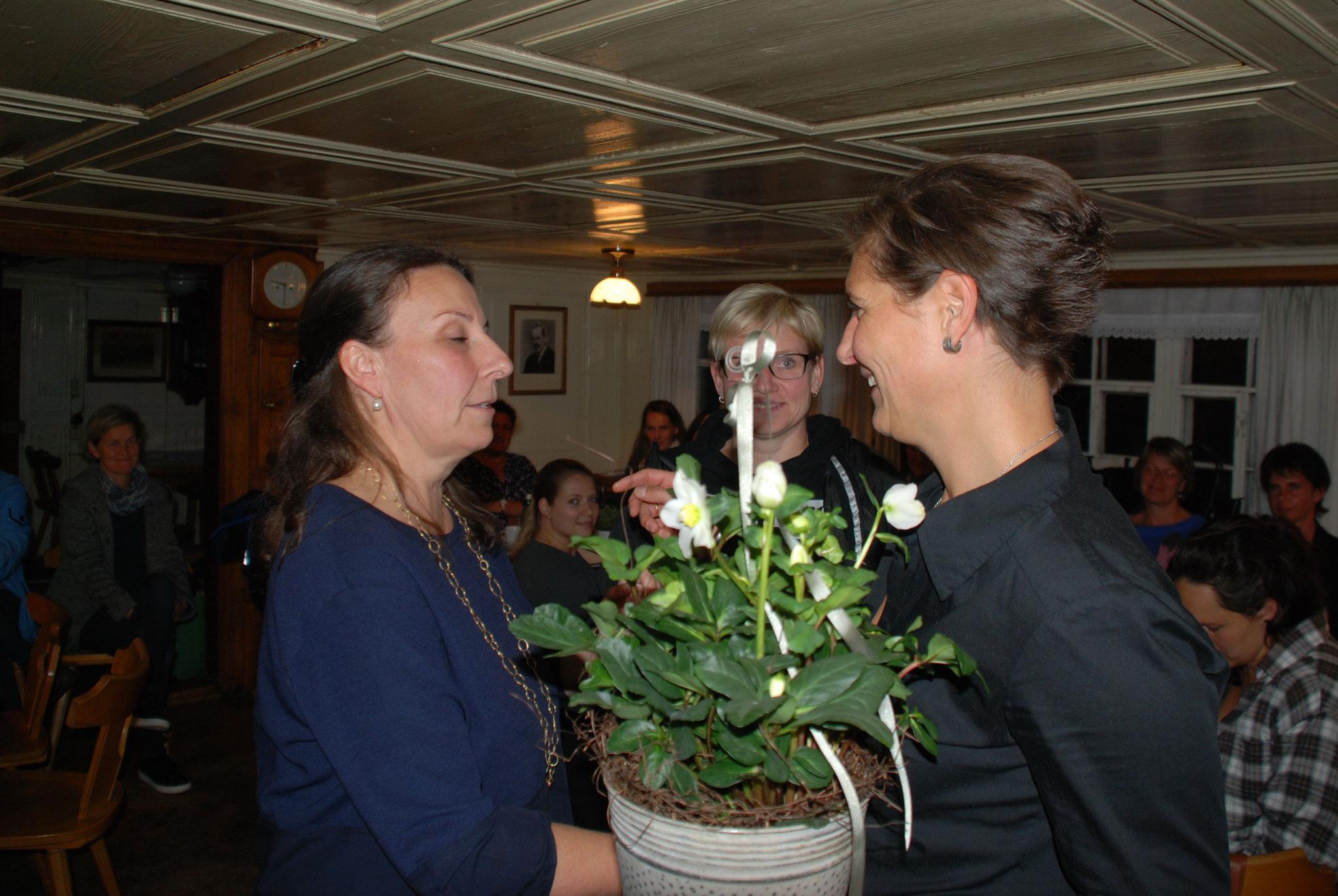 2 EV-Mitglieder schieden aus - Schriftführerin Sandra Hiller und Kassierin Andrea Kohler - DANKE für euren Einsatz