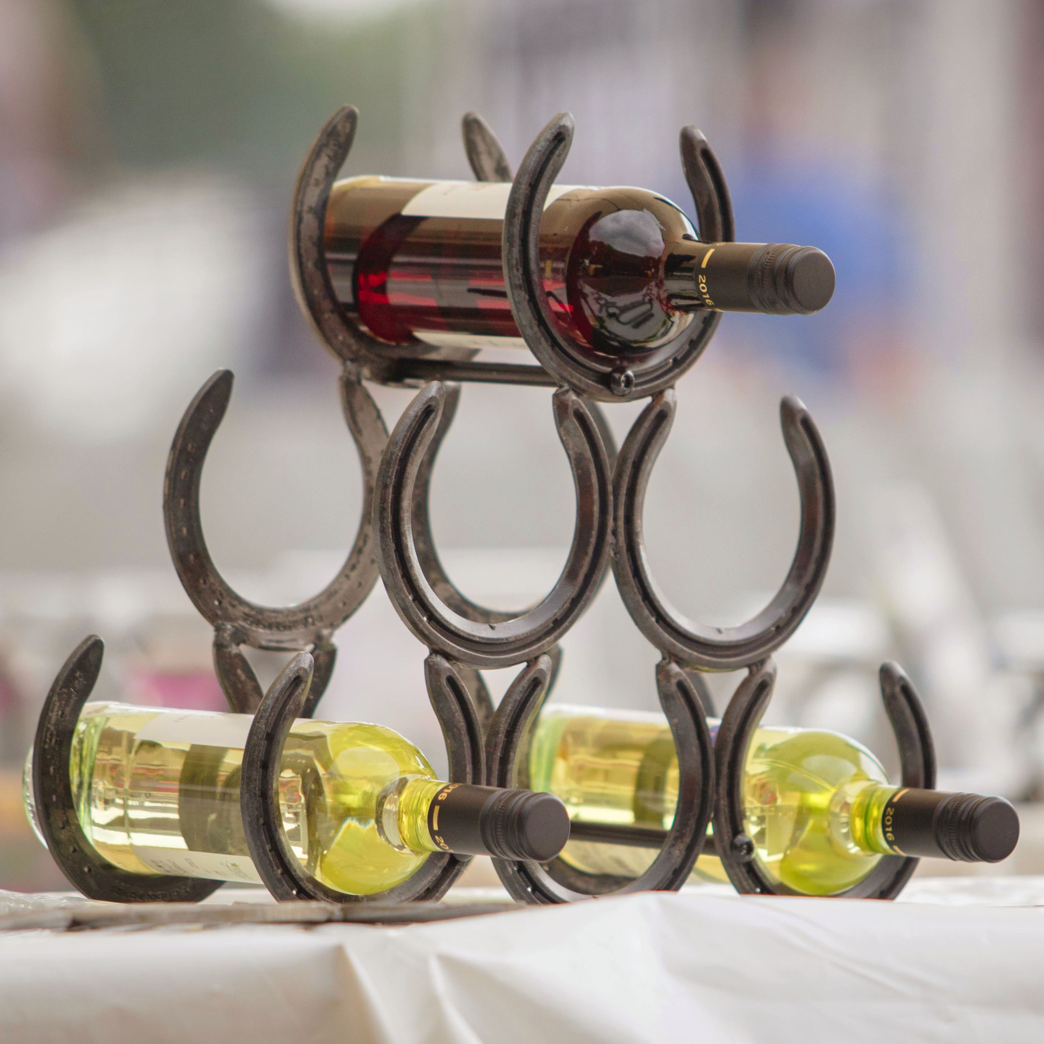 Flaschen Und Glashalter Ihre Getranke Im Mittelpunkt Www Hufeisendesign De