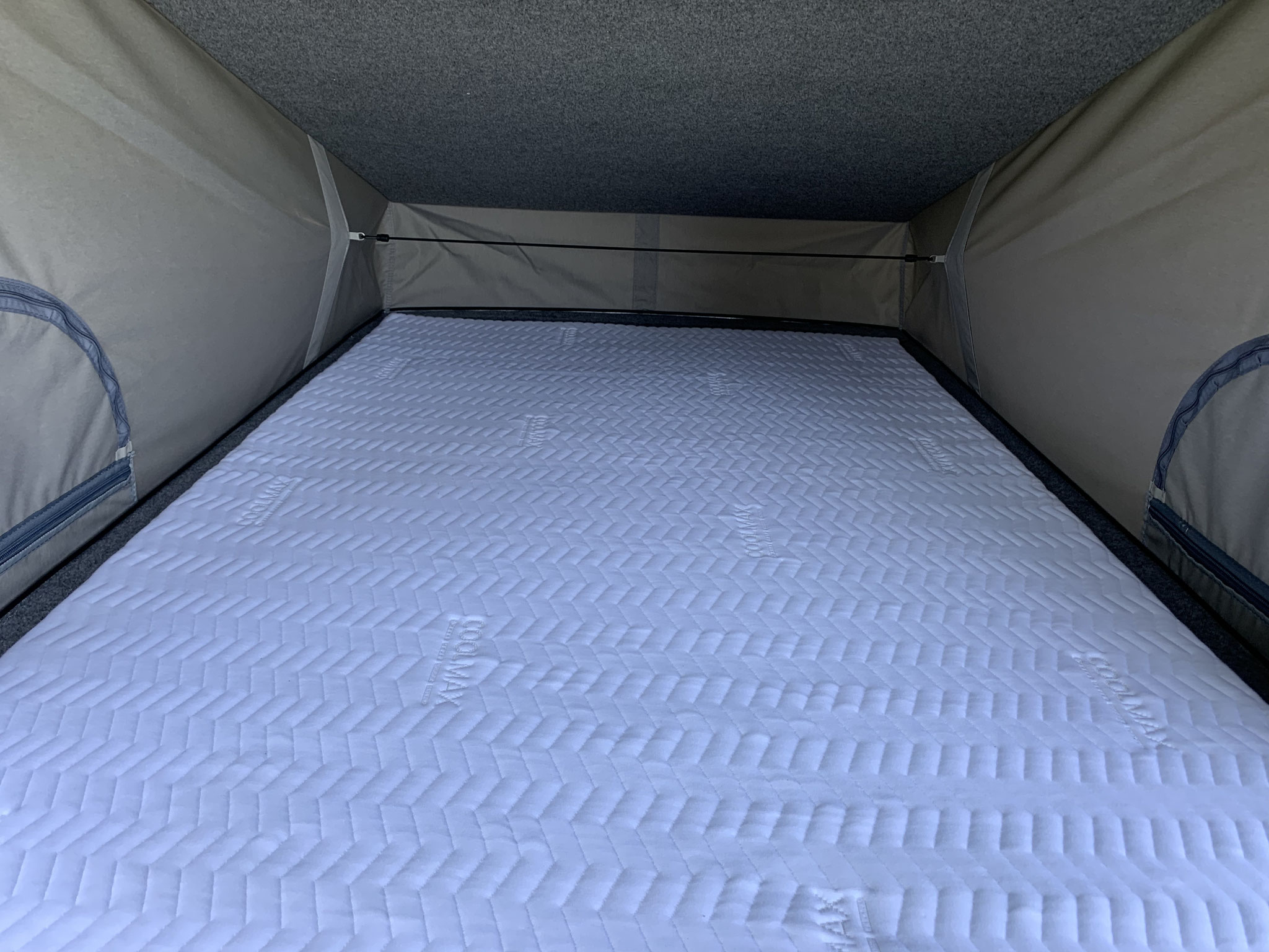 Roof bed with breathable quilted mattress