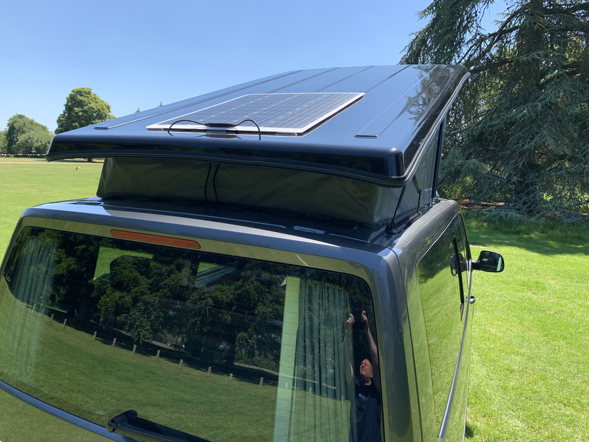 Roof mounted 100w solar panel