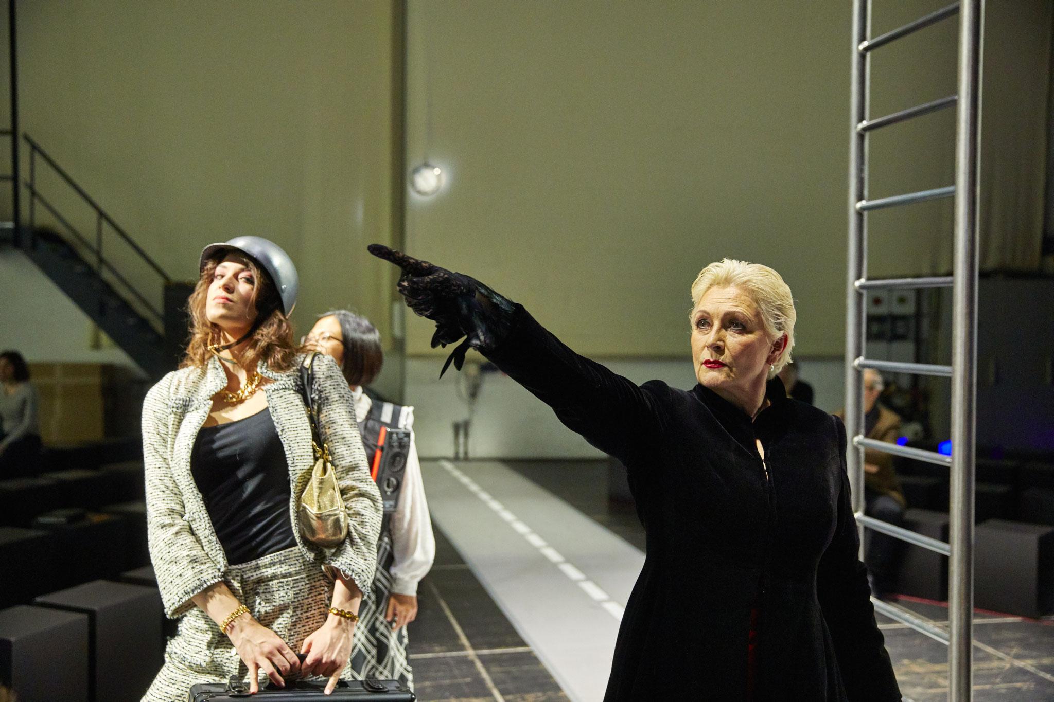 2. Dame/Erzittre, feiger Bösewicht/Harneit - Staatsoper Hamburg © Brinkhoff-Mögenburg