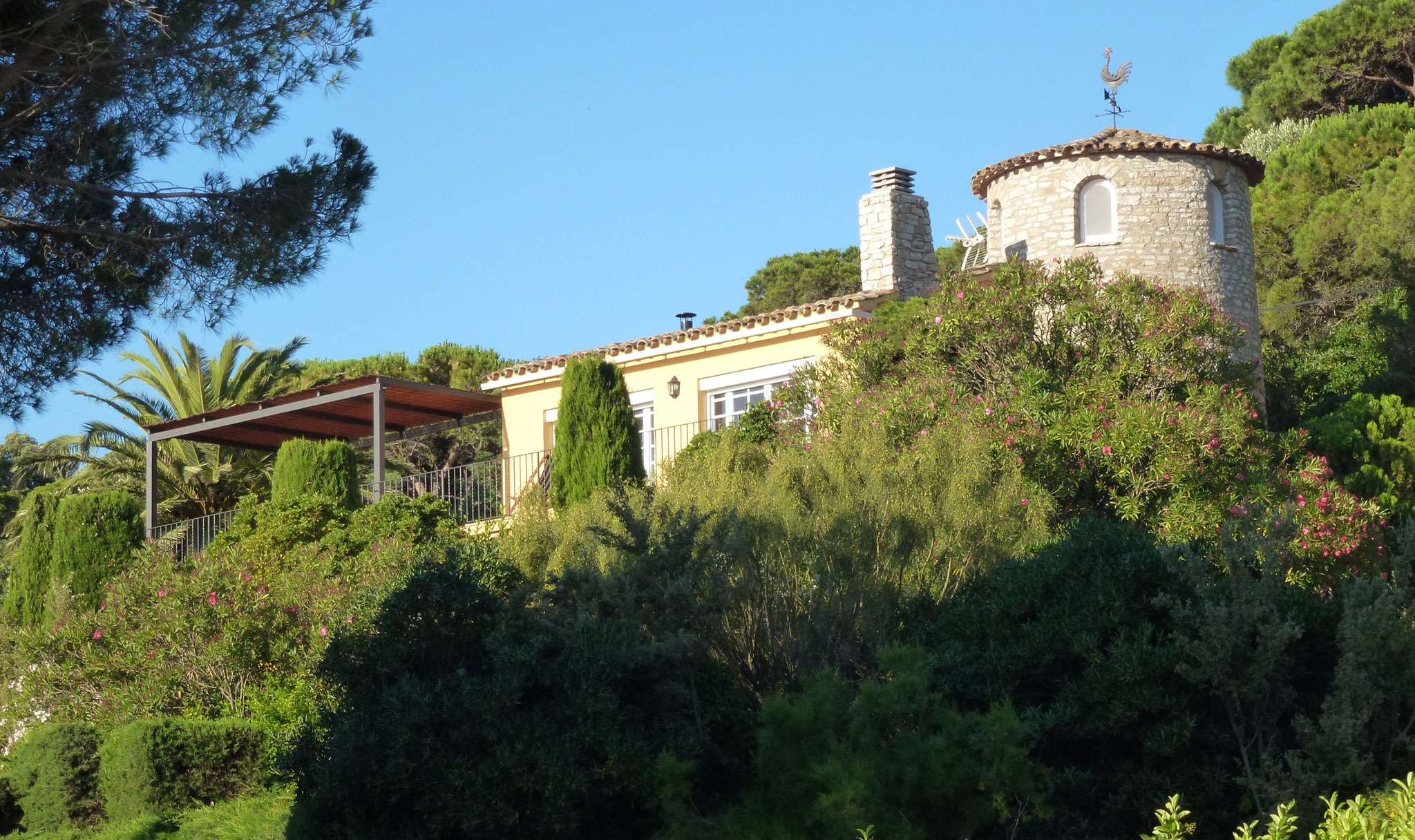 Front view of Villa La Veleta