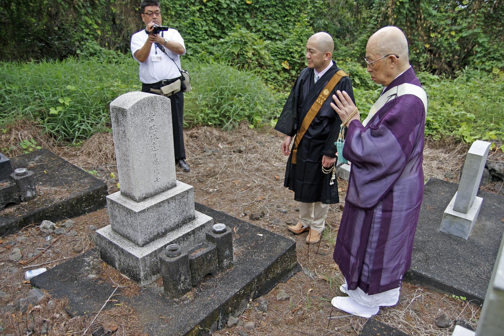 ヒロ教会に日蓮宗管長がご訪問 パハラ墓地にて追悼法要