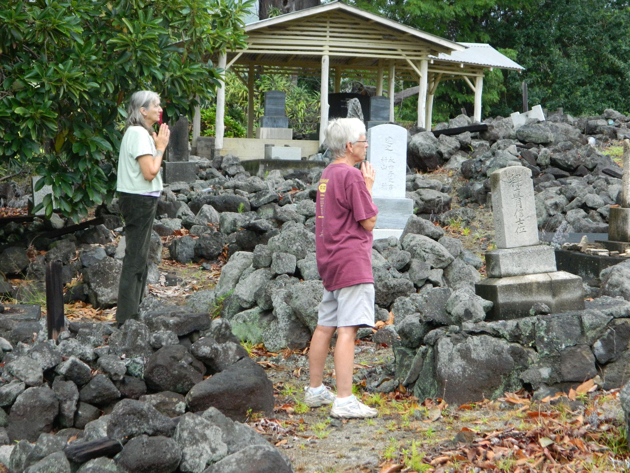 パハラ日系人墓地の清掃と供養