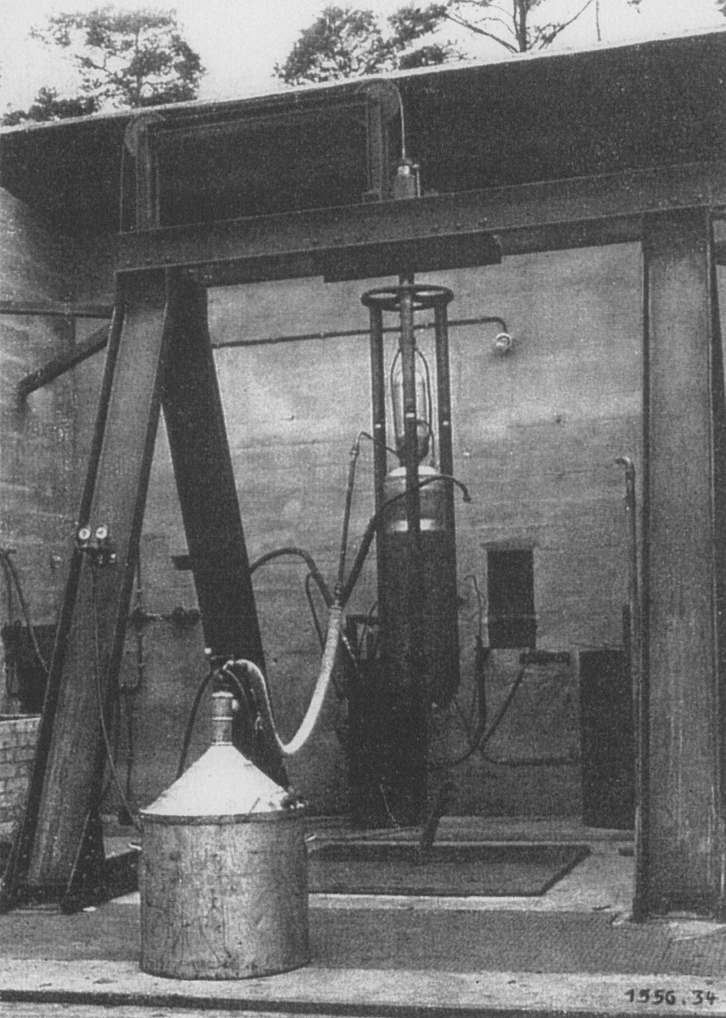 Liquid propellant engine on the test rig, circa 1930 (© Förderverein Museum Kummersdorf e. V.)