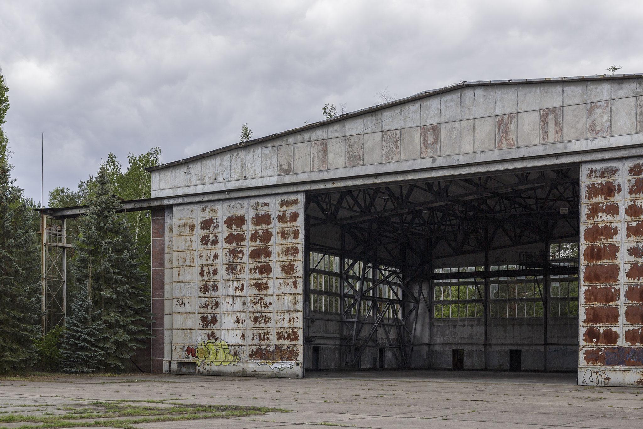 Hangar, 2019