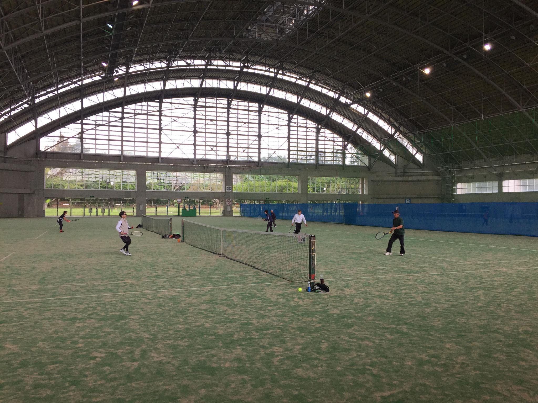 第47回沖縄県シニアテニス連盟親睦オープンテニス大会の会場(宜野湾市レクドーム)