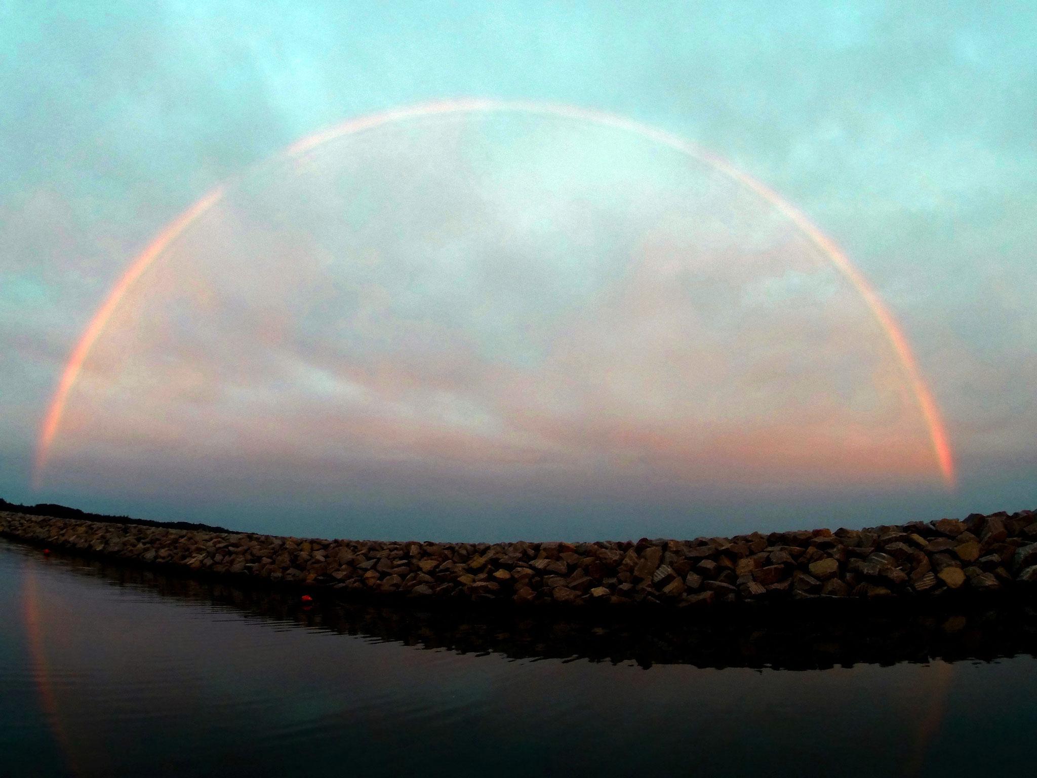 Ein ganzer! Regenbogen über Mårup Havn